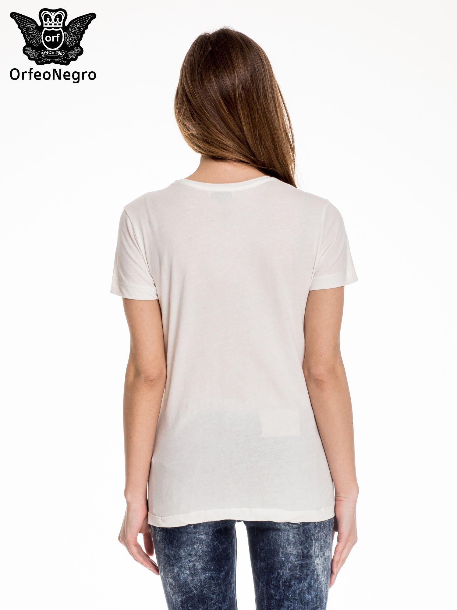 Biały t-shirt z aplikacją czaszki z cekinów                                  zdj.                                  4