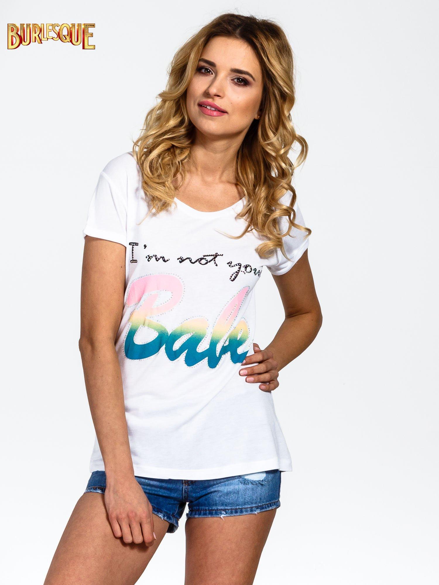 Biały t-shirt z kolorowym nadrukiem I'M NOT YOUR BABE                                  zdj.                                  1
