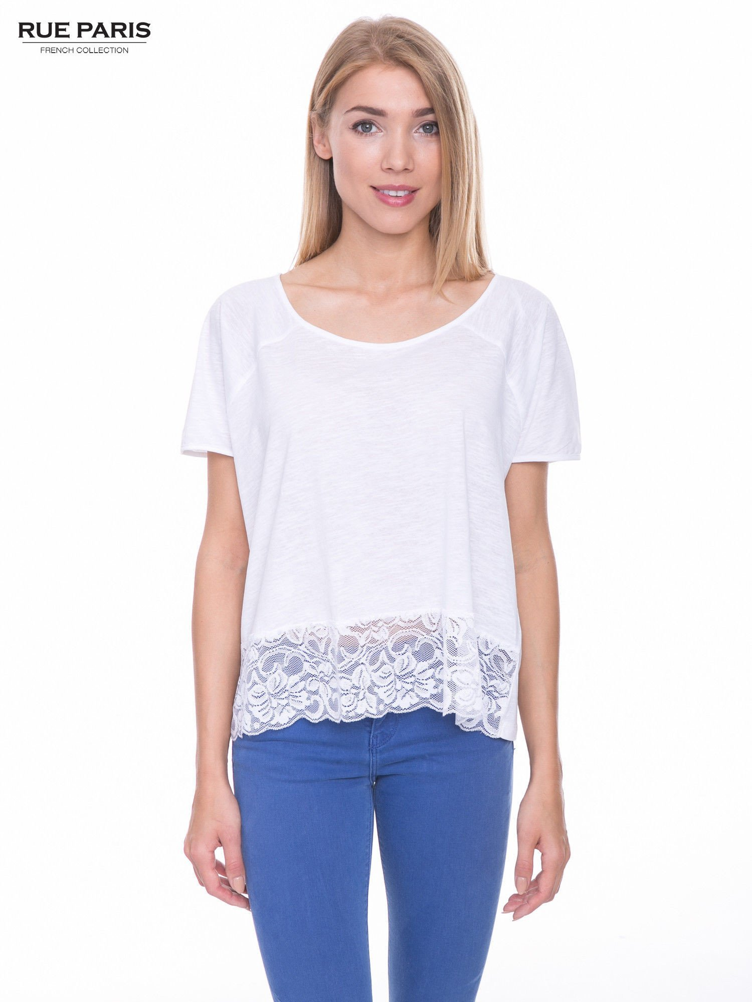 Biały t-shirt z koronkowym dołem                                  zdj.                                  1