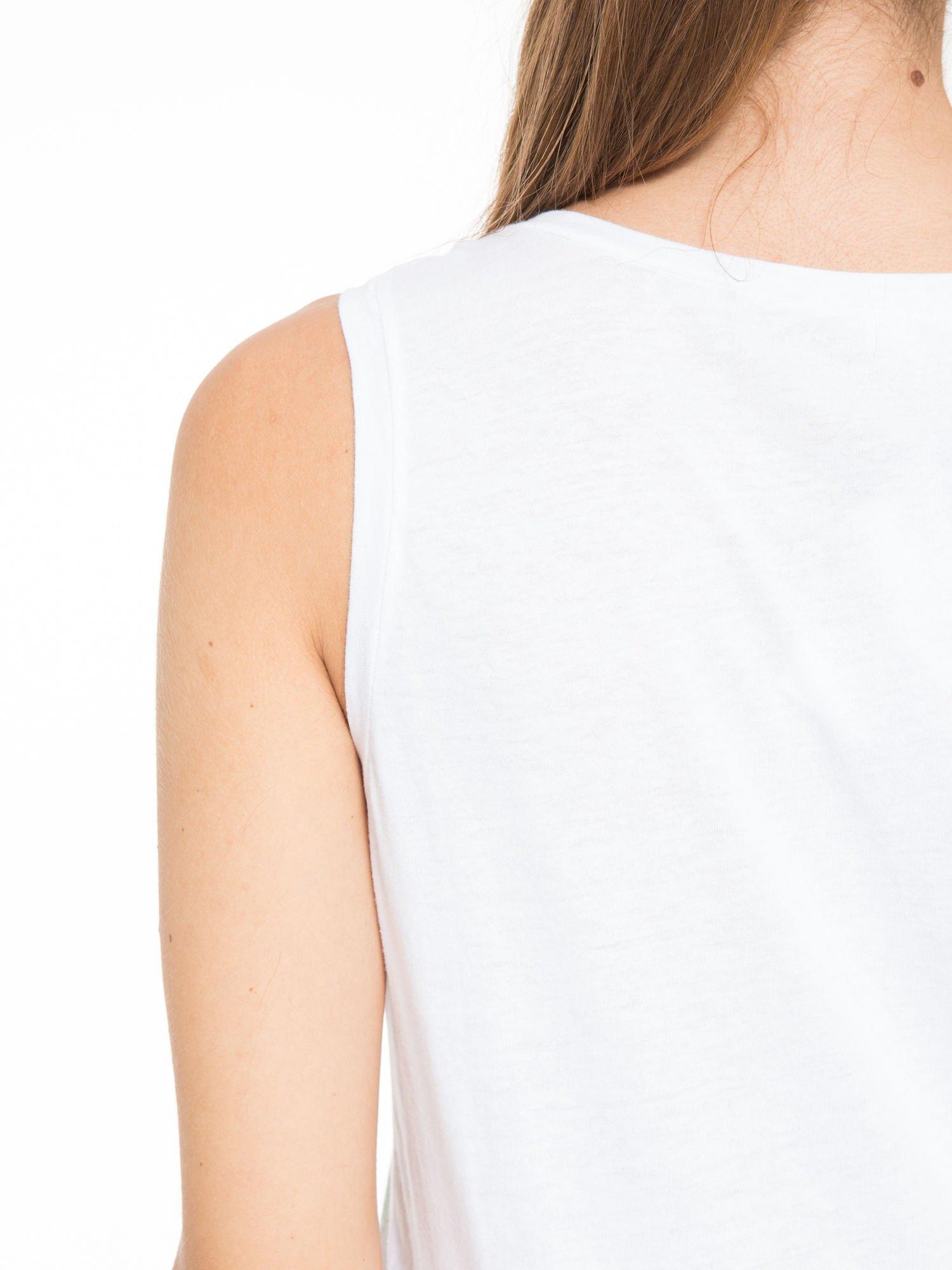 Biały t-shirt z nadrukiem balonów                                  zdj.                                  9