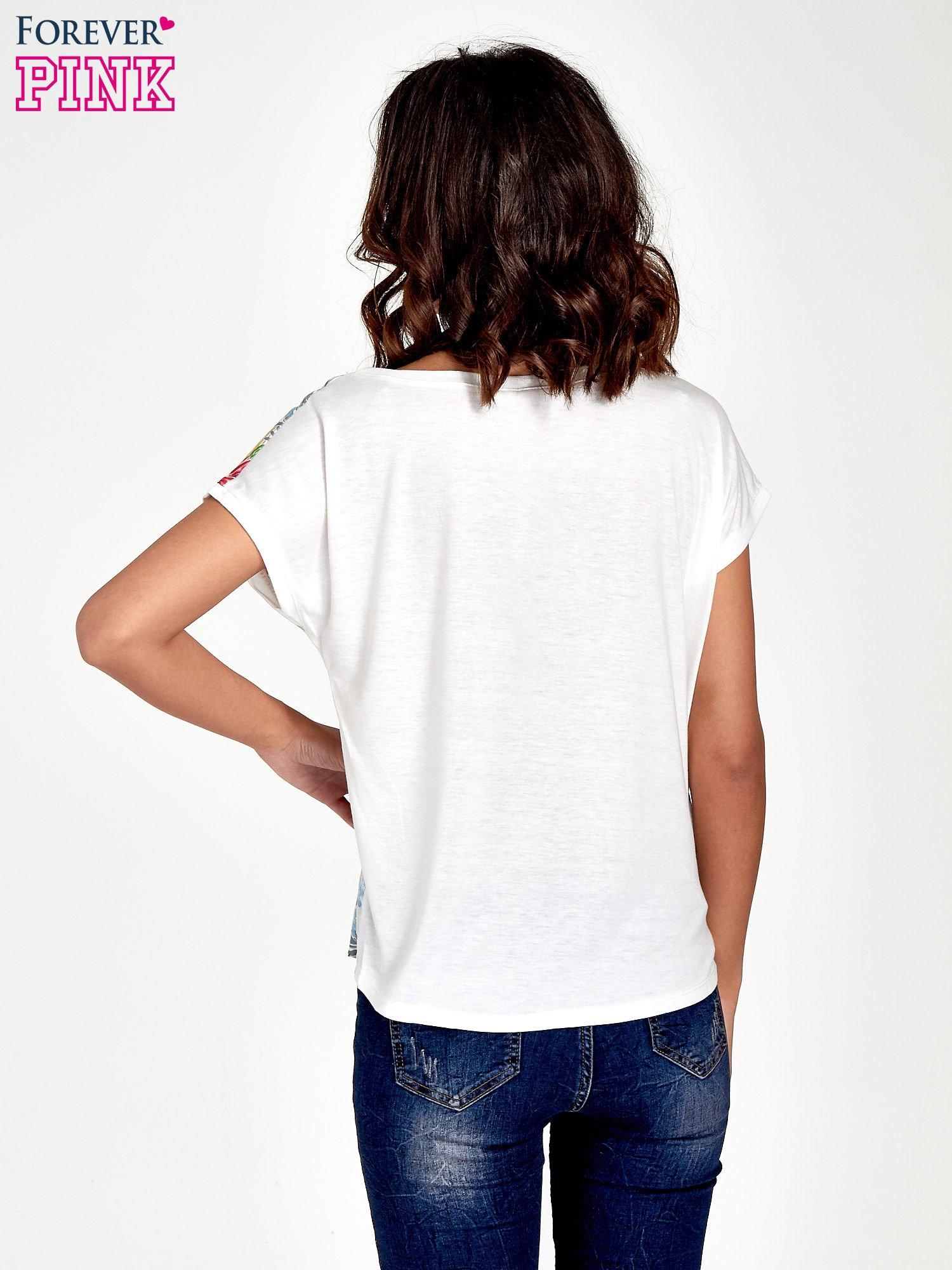 Biały t-shirt z nadrukiem kwiatowym                                  zdj.                                  4