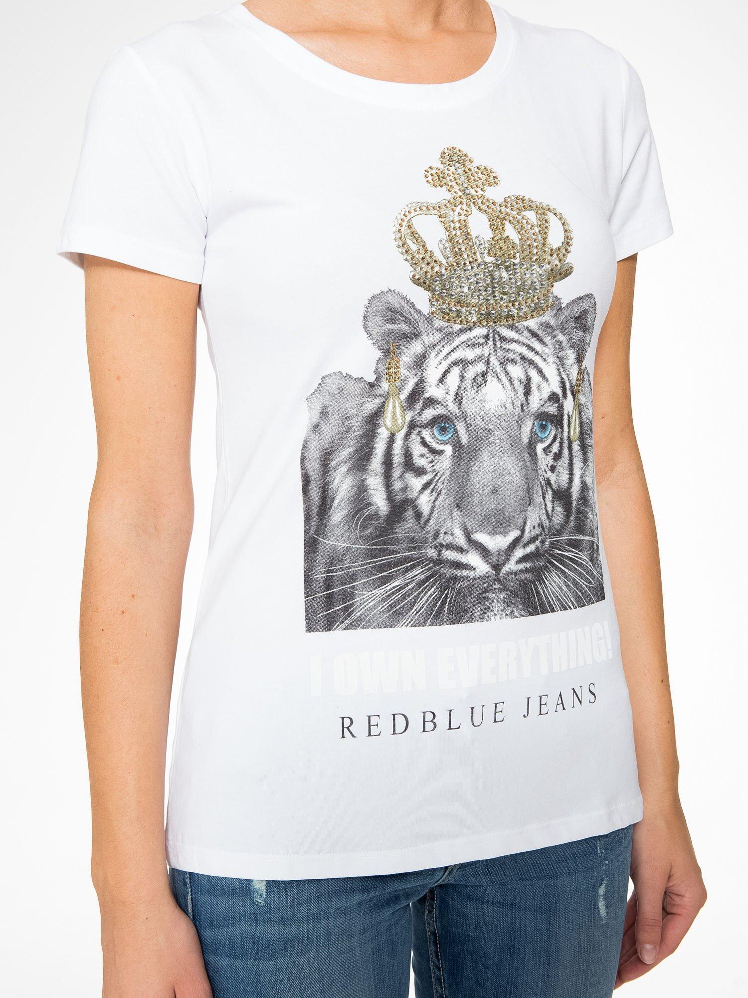Biały t-shirt z nadrukiem tygrysa z koroną                                  zdj.                                  8