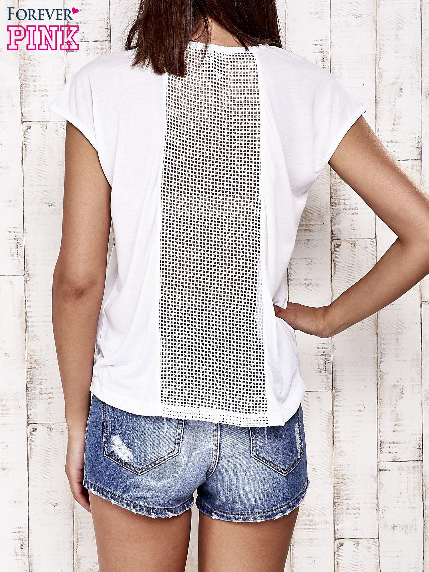 Biały t-shirt z napisem ELEGANCE                                  zdj.                                  4