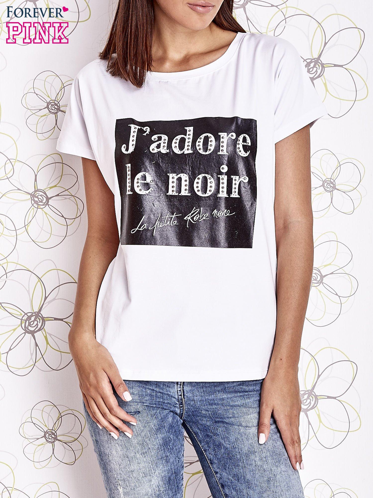 Biały t-shirt z napisem J'ADORE LE NOIR                                  zdj.                                  1