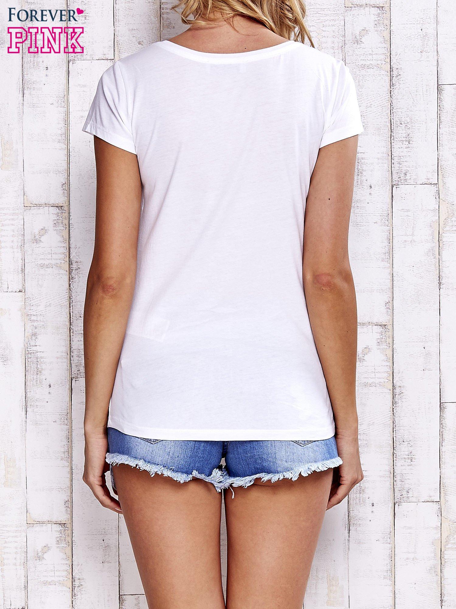 Biały t-shirt z napisem YOU MAKE ME FEEL SPECIAL                                  zdj.                                  4