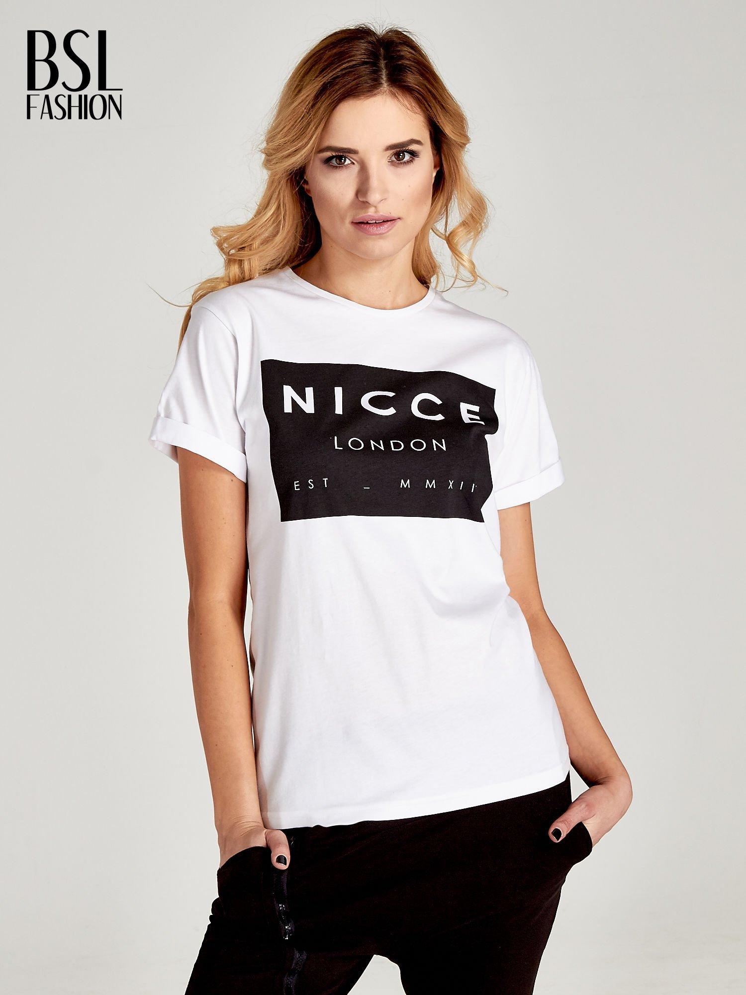 Biały t-shirt z napisem w minimalistycznym stylu NICCE LONDON                                  zdj.                                  1