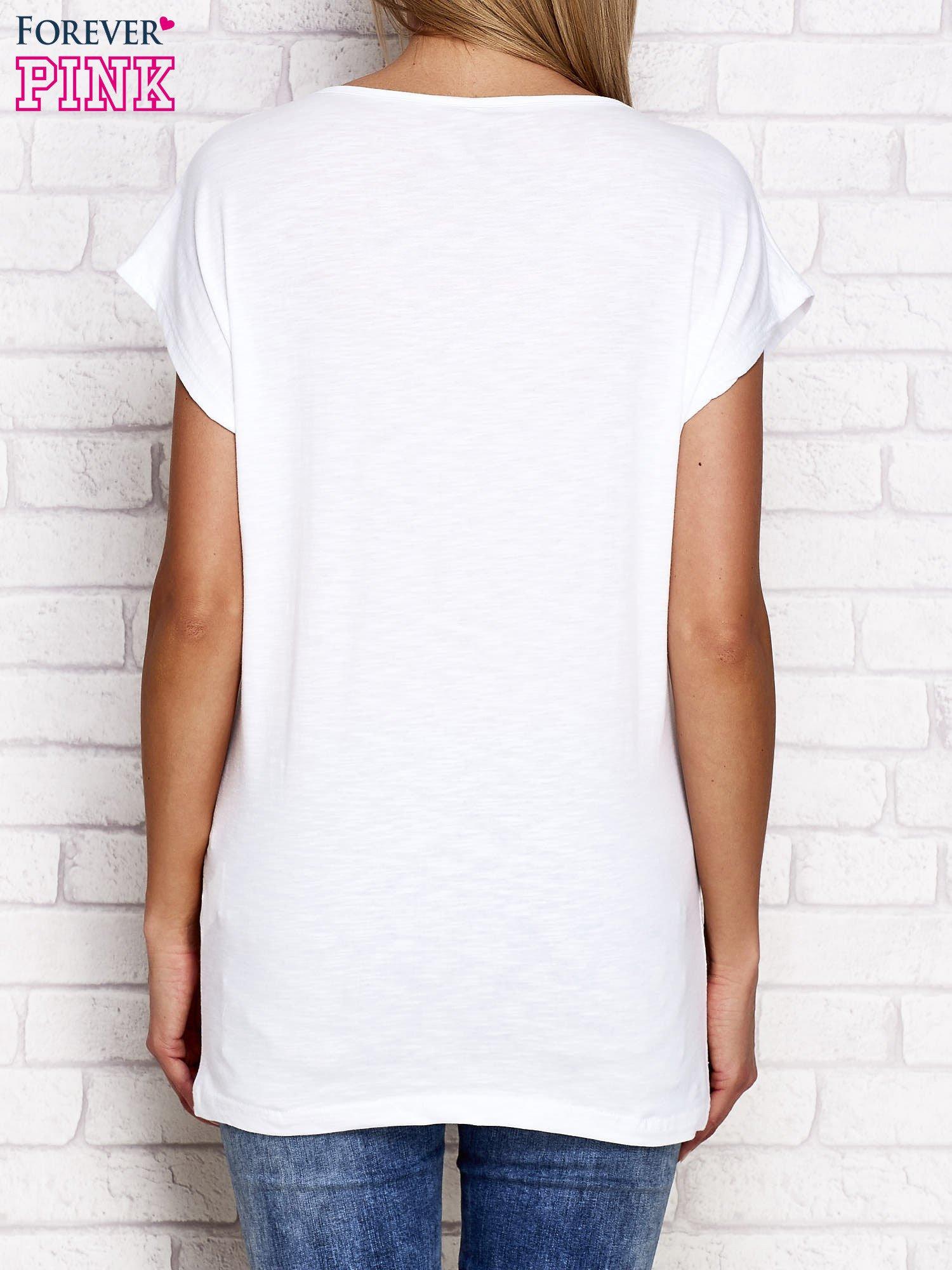 Biały t-shirt ze złotym nadrukiem