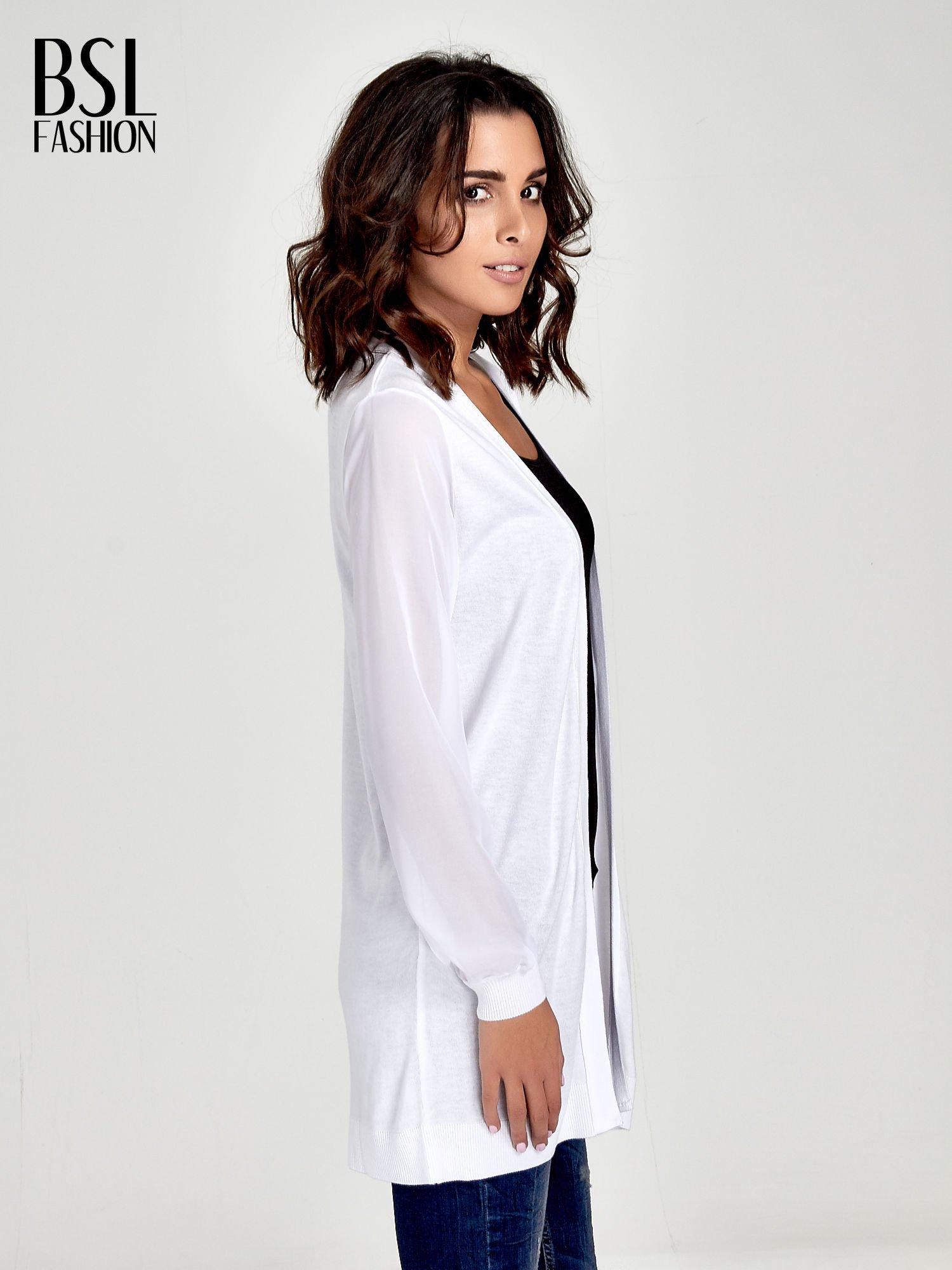 Biały wiązany sweter z przezroczystymi rękawami                                  zdj.                                  3