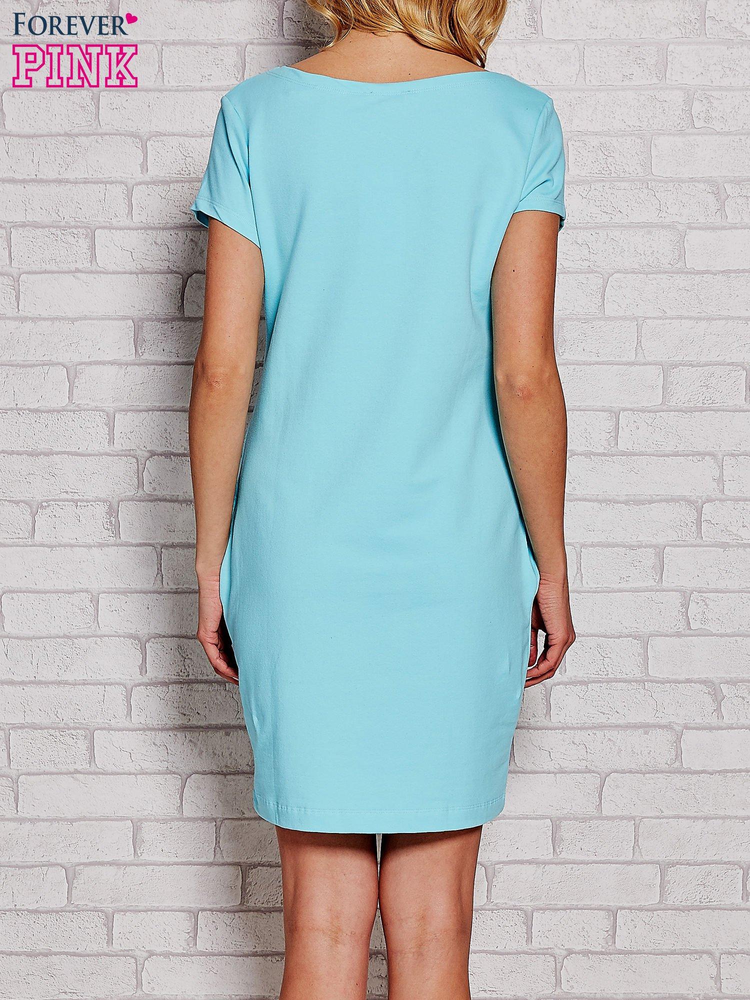 Błękitna sukienka dresowa z kieszeniami                                  zdj.                                  4