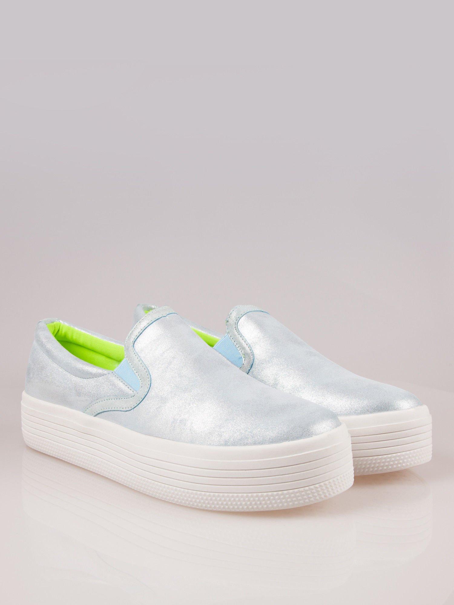 Błękitne metaliczne buty slip on na grubej podeszwie                                  zdj.                                  2