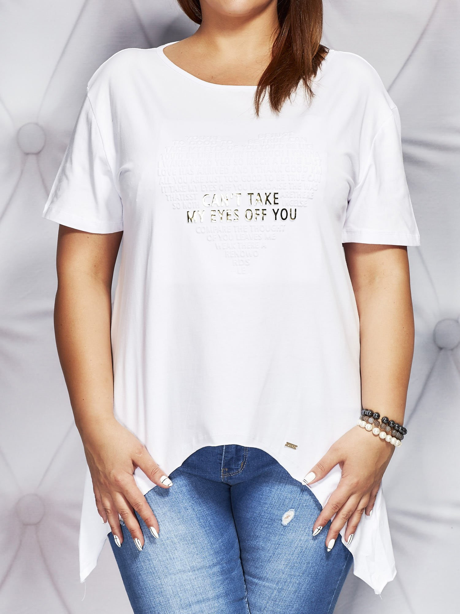 22fc4af2ee Bluzka z wypukłą aplikacją biała PLUS SIZE - Bluzka plus size ...