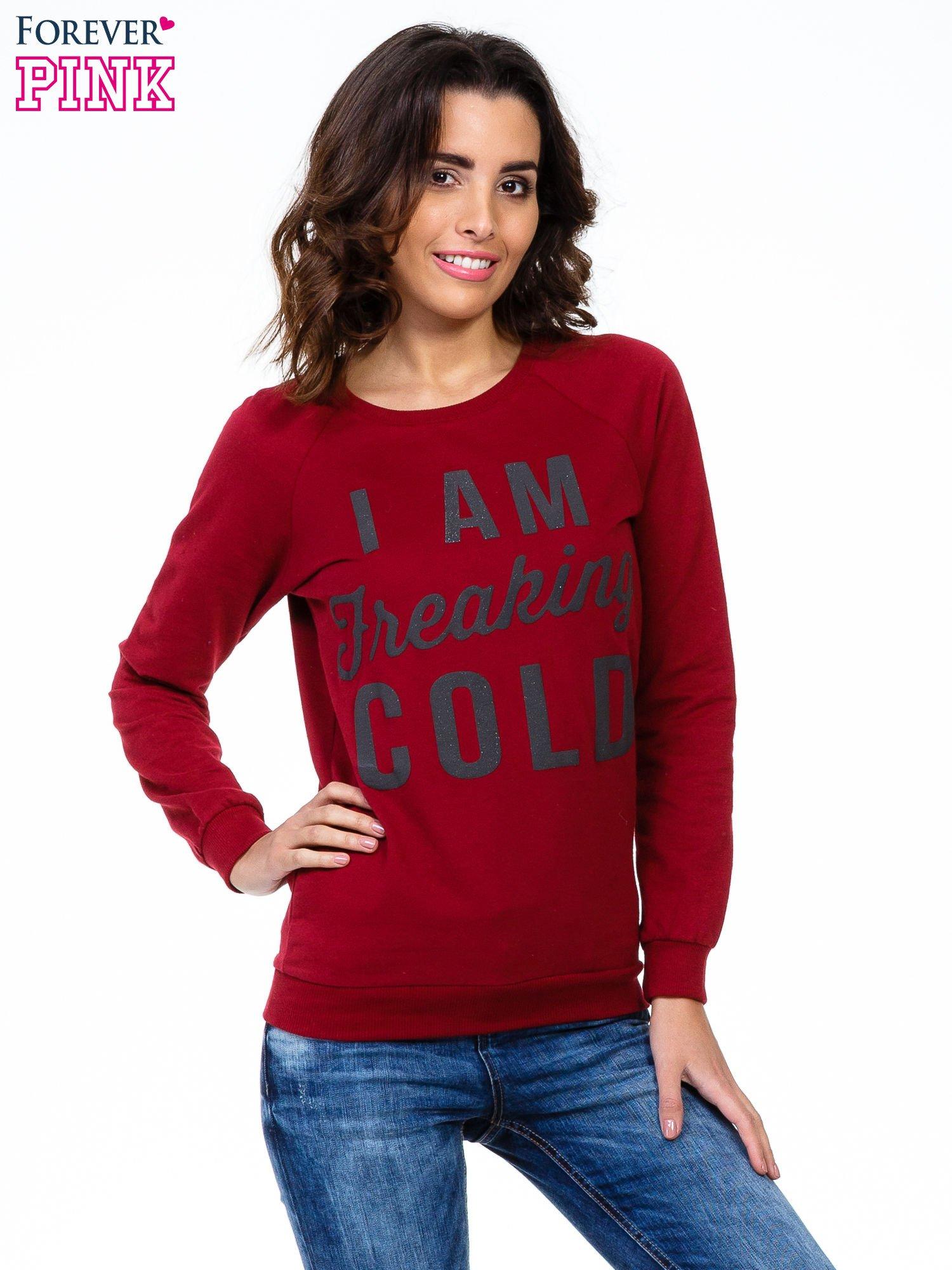 Bordowa bluza z napisem I AM FREAKING COLD                                  zdj.                                  1