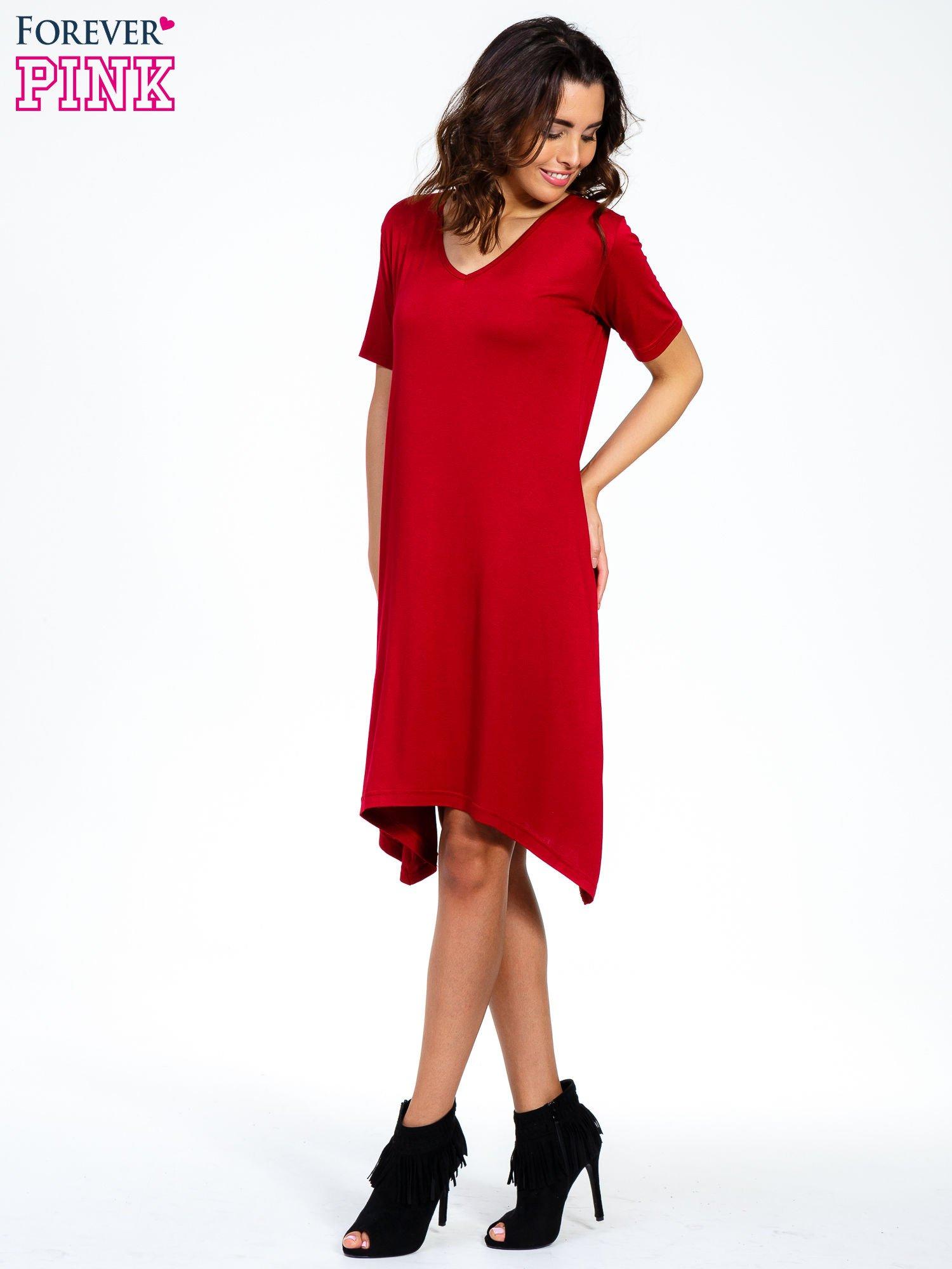 Bordowa luźna sukienka z asymetrycznym dołem                                  zdj.                                  1