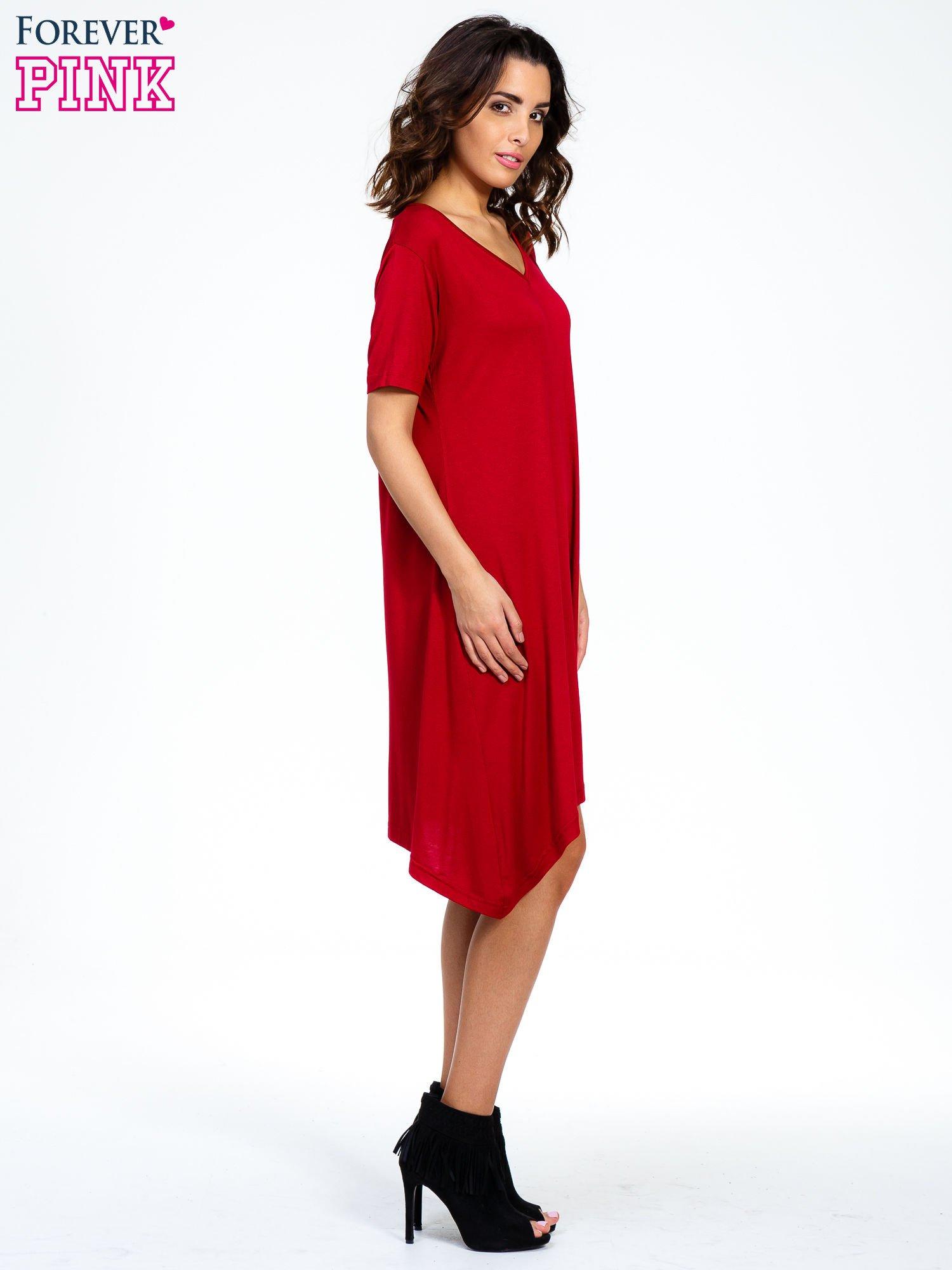 Bordowa luźna sukienka z asymetrycznym dołem                                  zdj.                                  3