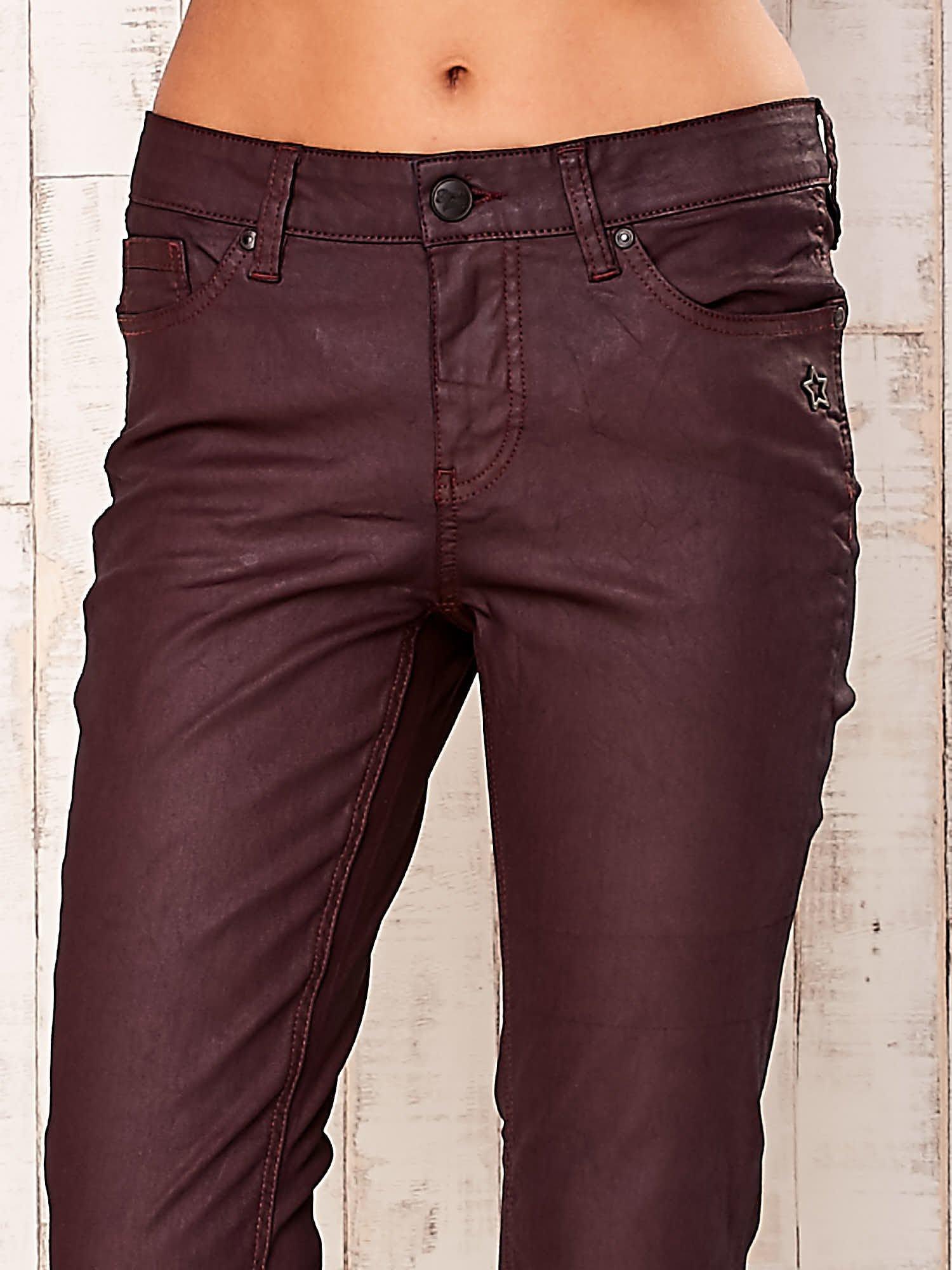 Bordowe spodnie regular                                  zdj.                                  4