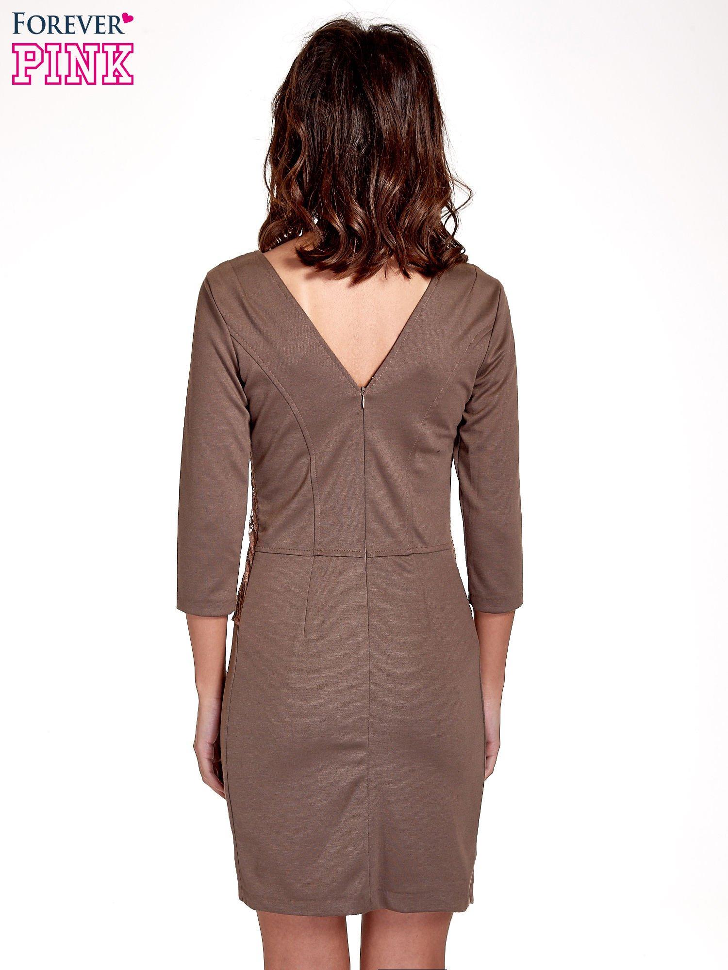 Brązowa dopasowana sukienka z ażurowym wykończeniem                                  zdj.                                  4