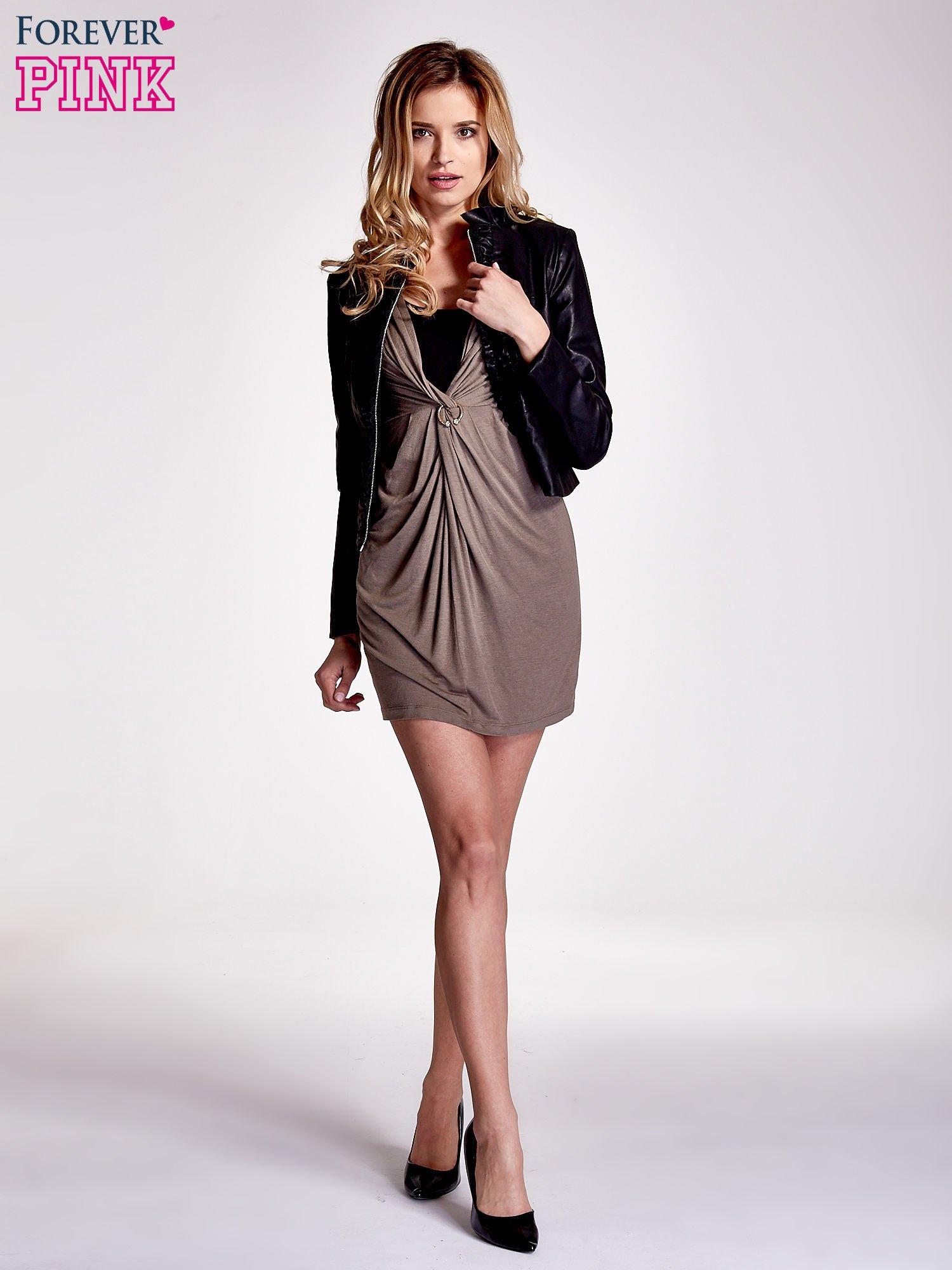 Brązowa drapowana sukienka                                   zdj.                                  2