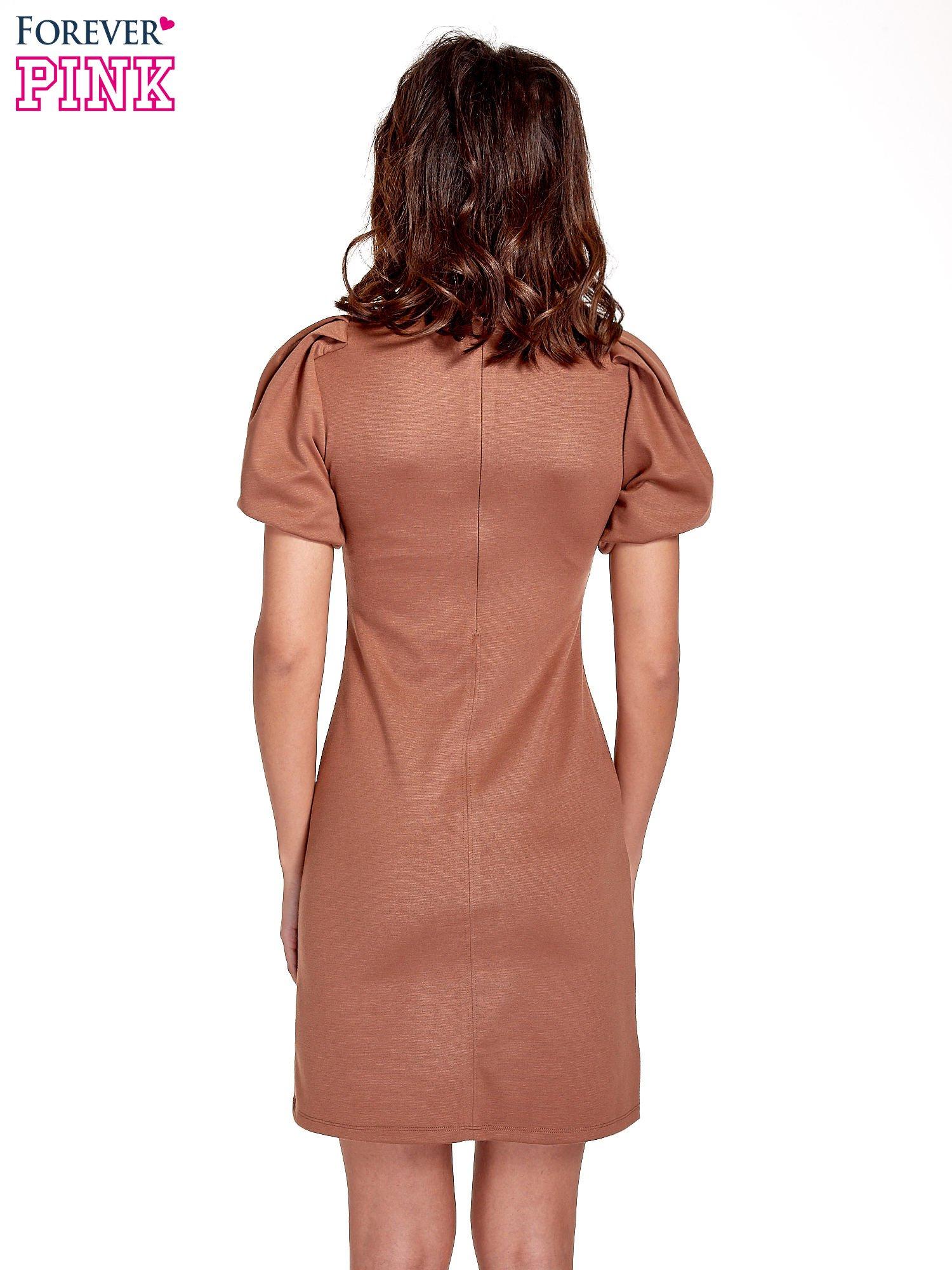 Brązowa gładka sukienka z bufiastymi rękawami                                  zdj.                                  4