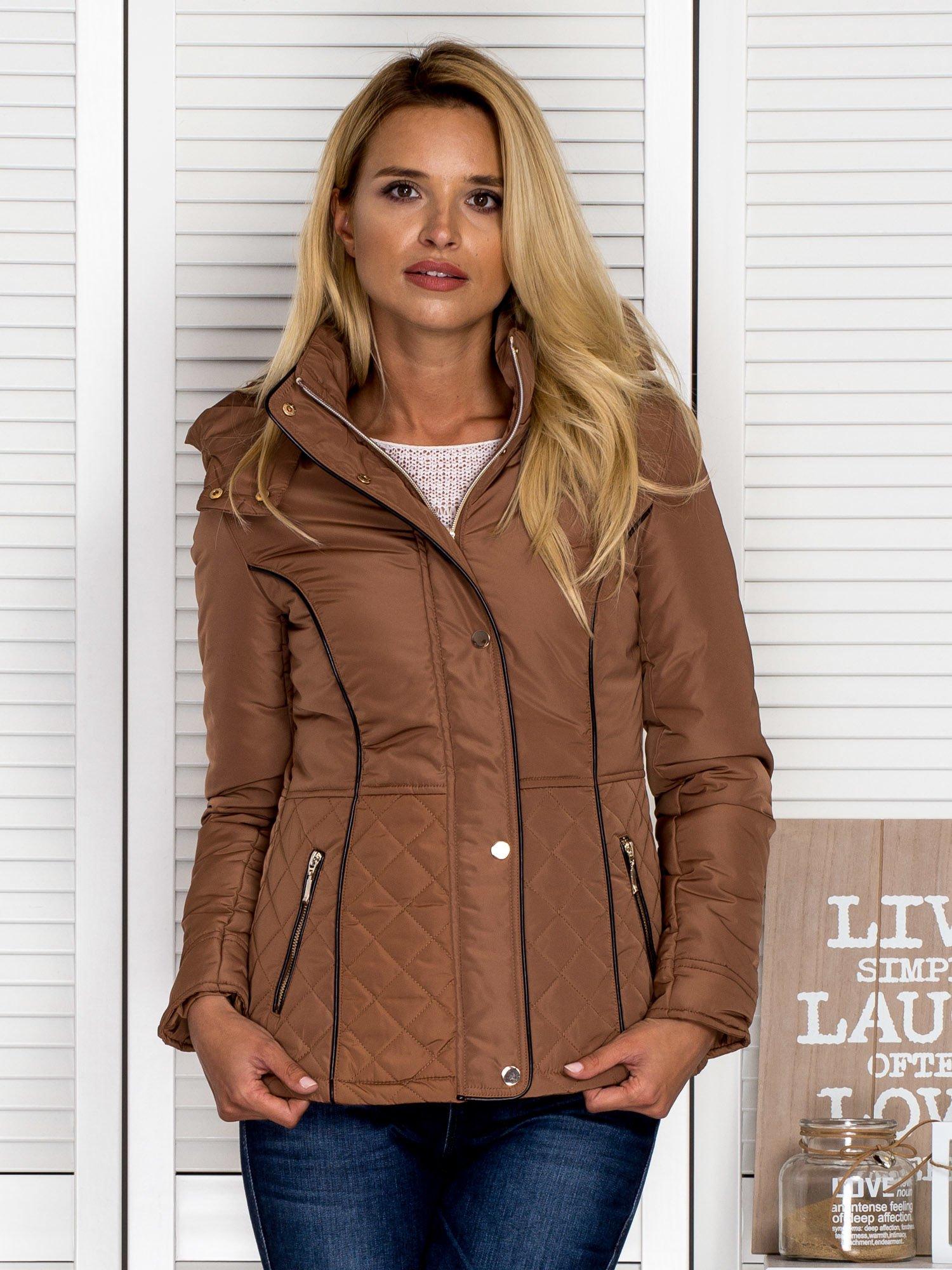 7cd968253e503 Brązowa kurtka z pikowanymi wstawkami i kontrastową lamówką - Kurtka ...
