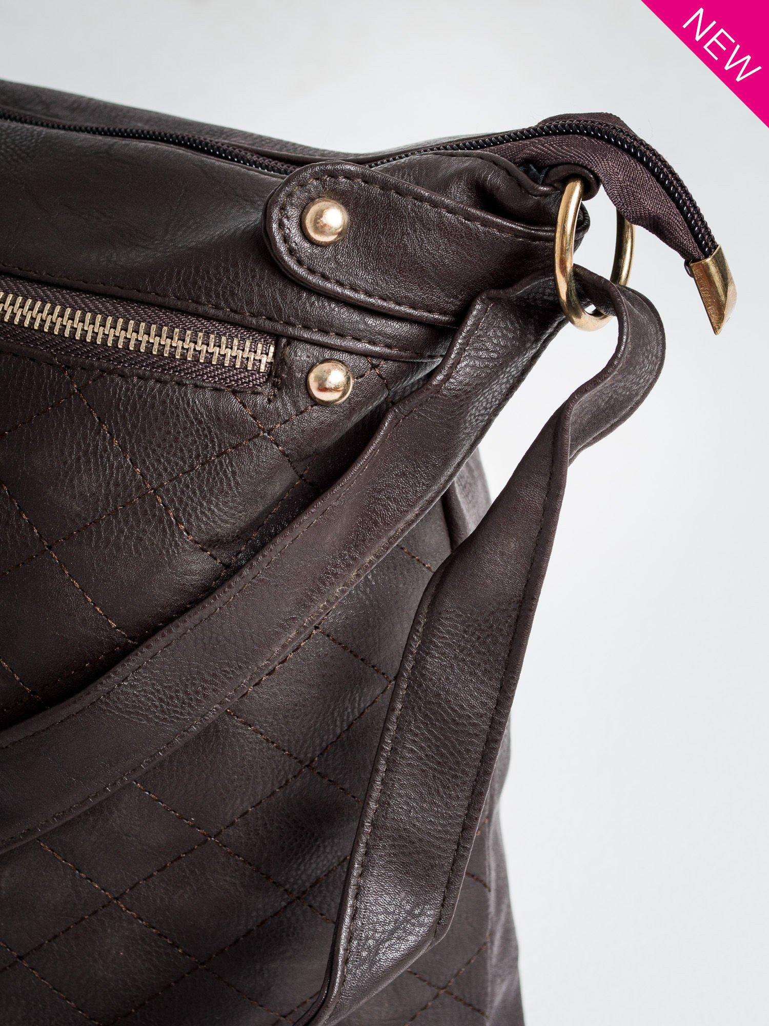 Brązowa pikowana torebka na ramię                                  zdj.                                  3