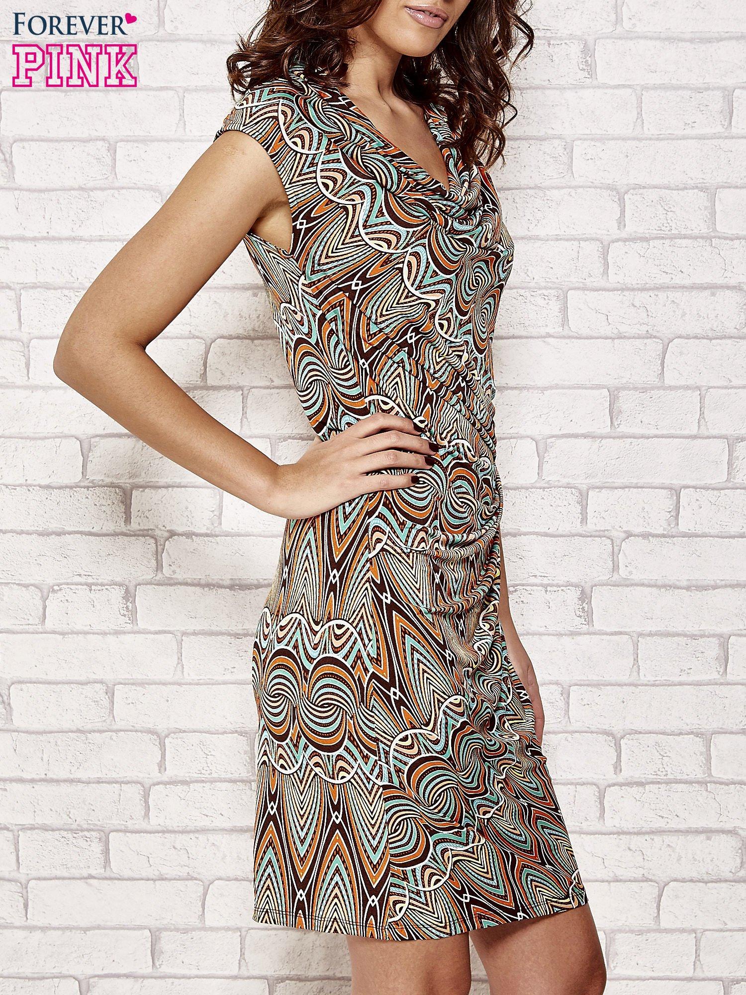 Brązowa sukienka w etniczne wzory                                  zdj.                                  3