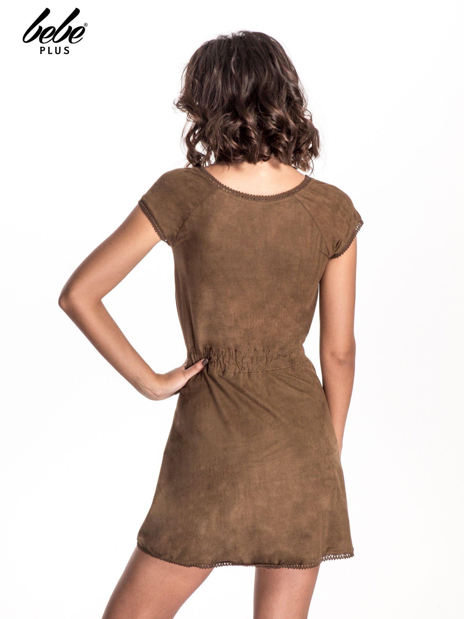Brązowa sukienka z zamszu w stylu boho                                  zdj.                                  3