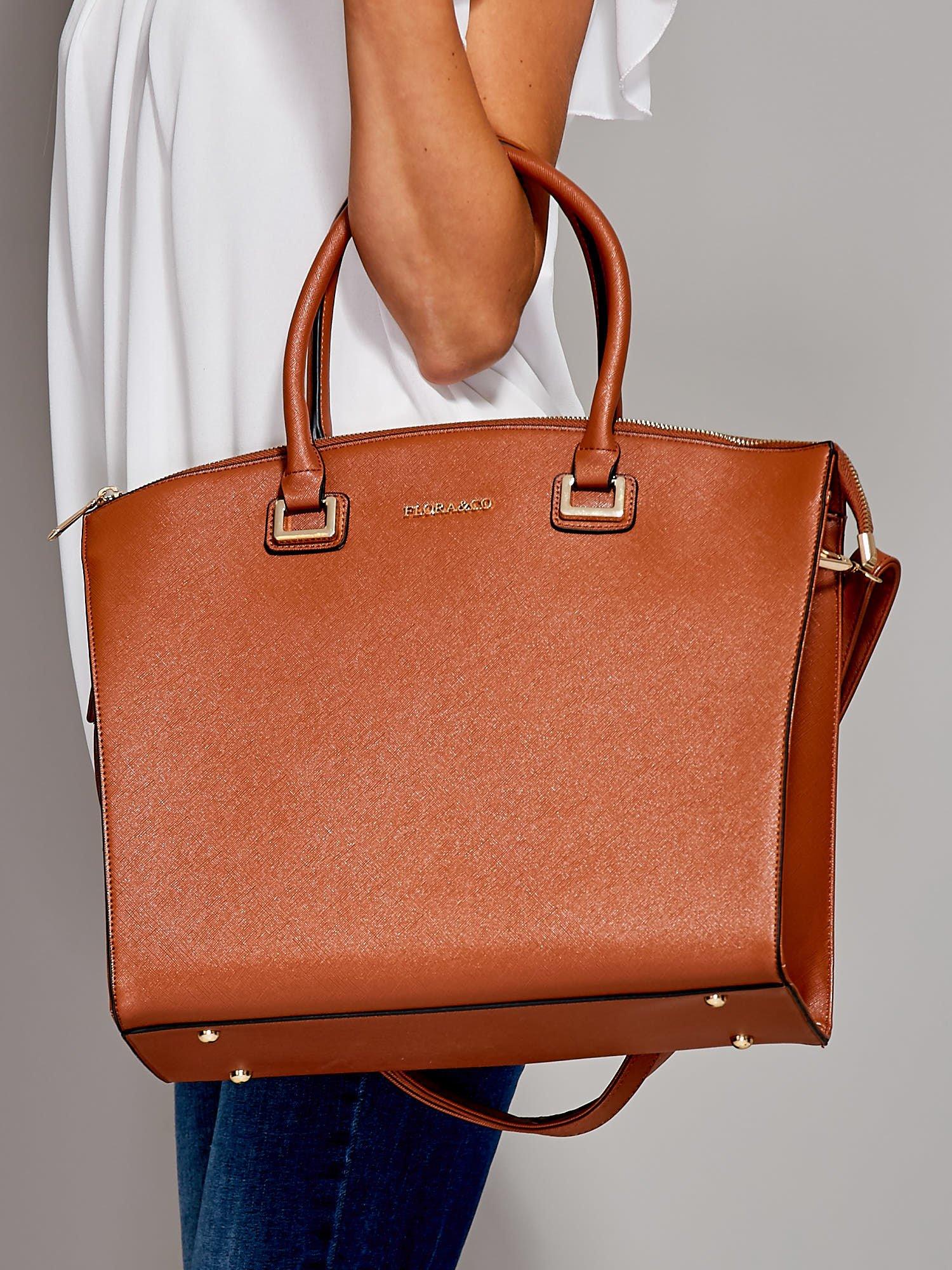 9e99c0e98ff41 Brązowa torba shopper bag ze złotymi okuciami - Akcesoria torba ...