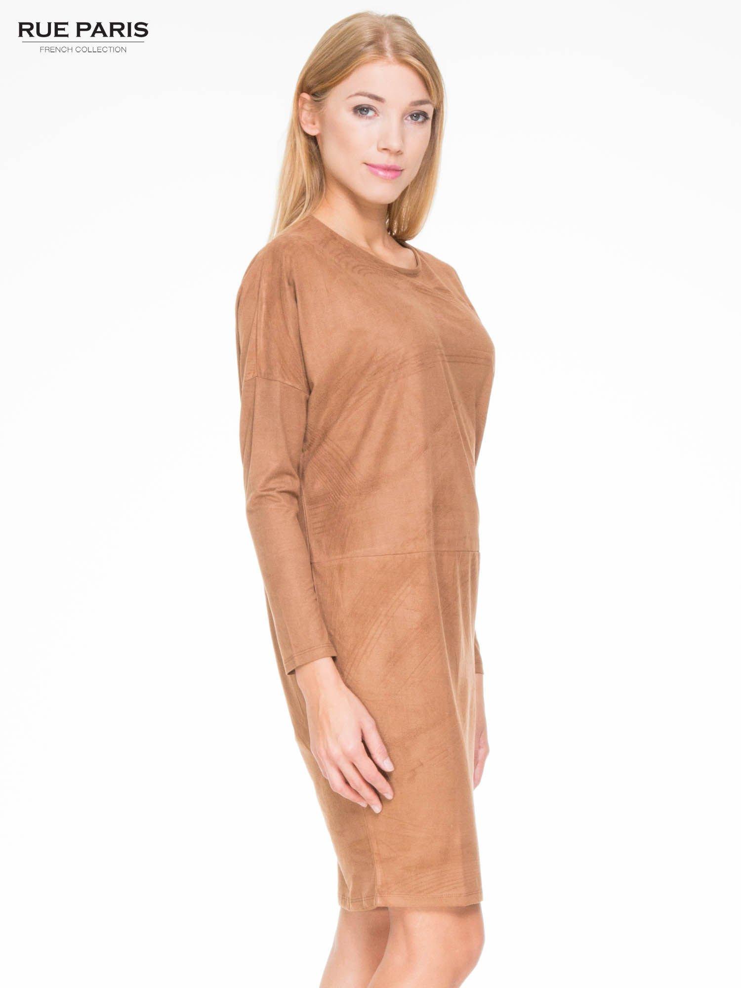 Brązowa zamszowa sukienka z luźnymi rękawami                                  zdj.                                  3