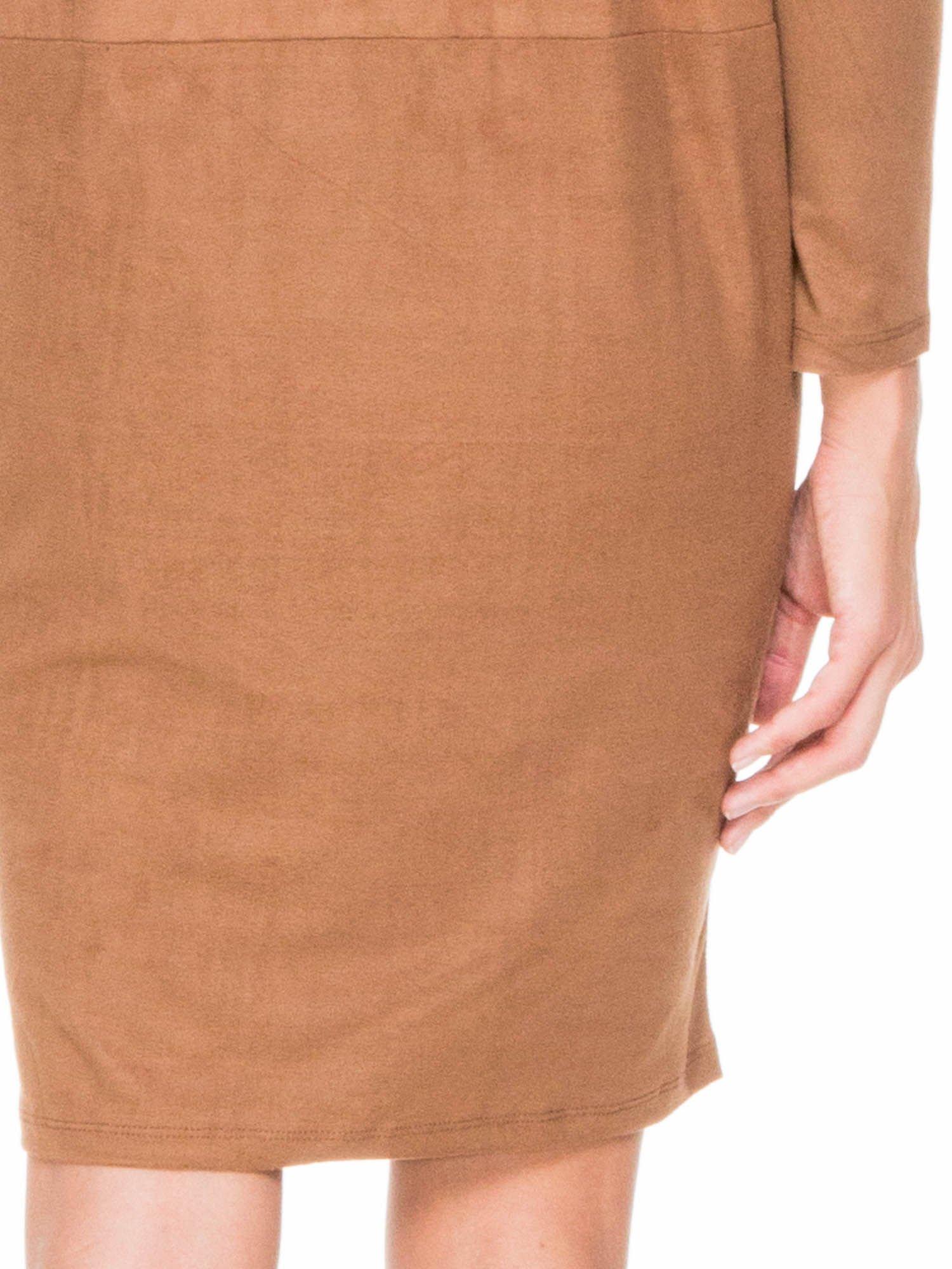 Brązowa zamszowa sukienka z luźnymi rękawami                                  zdj.                                  8