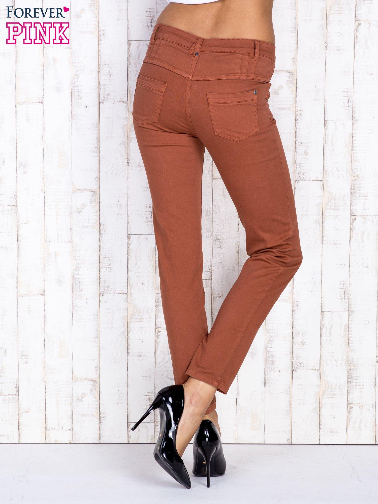Brązowe jeansowe spodnie skinny z wysokim stanem                                  zdj.                                  2