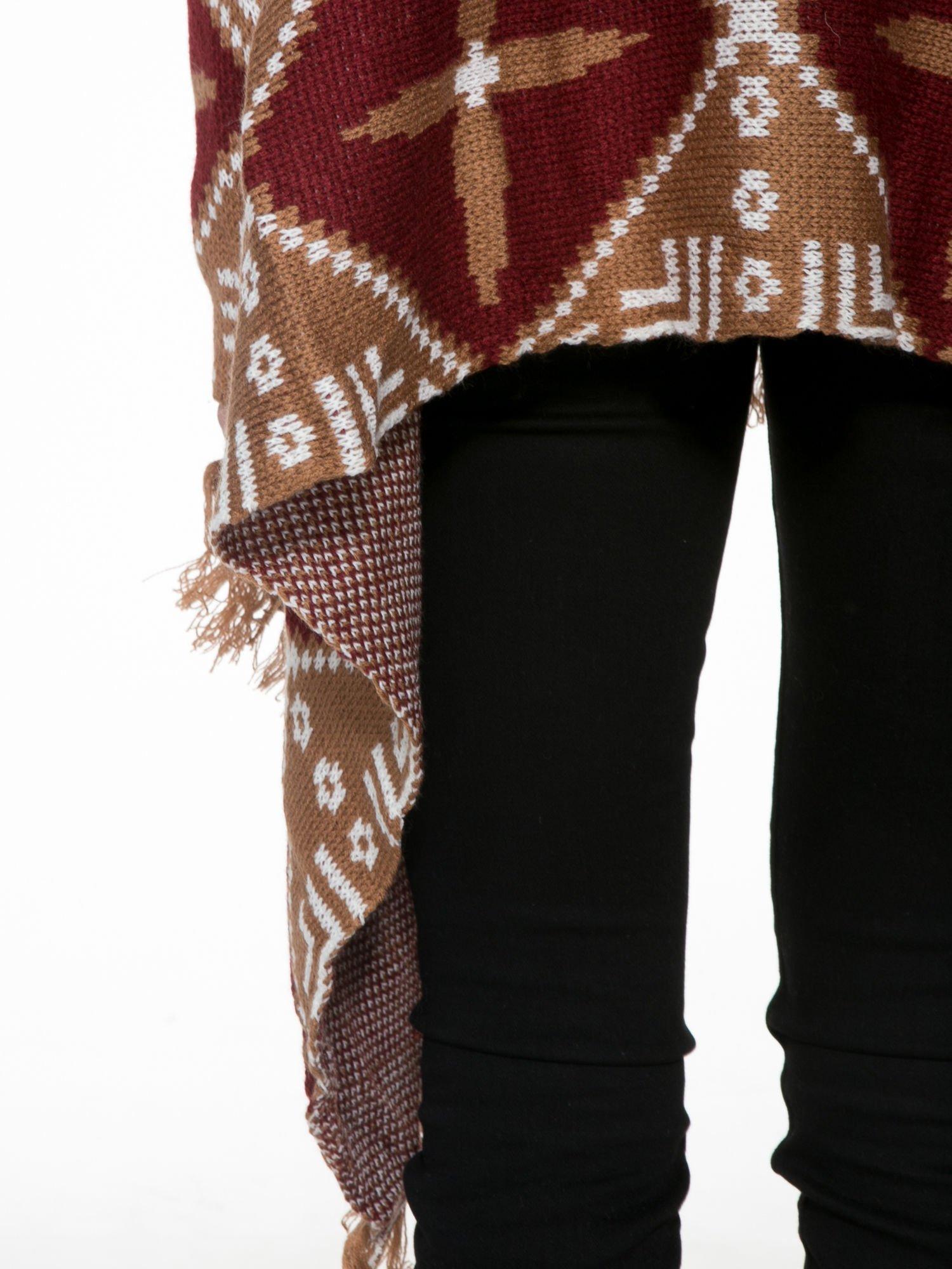 Brązowy sweter narzutka w azteckie wzory z frędzlami                                  zdj.                                  9