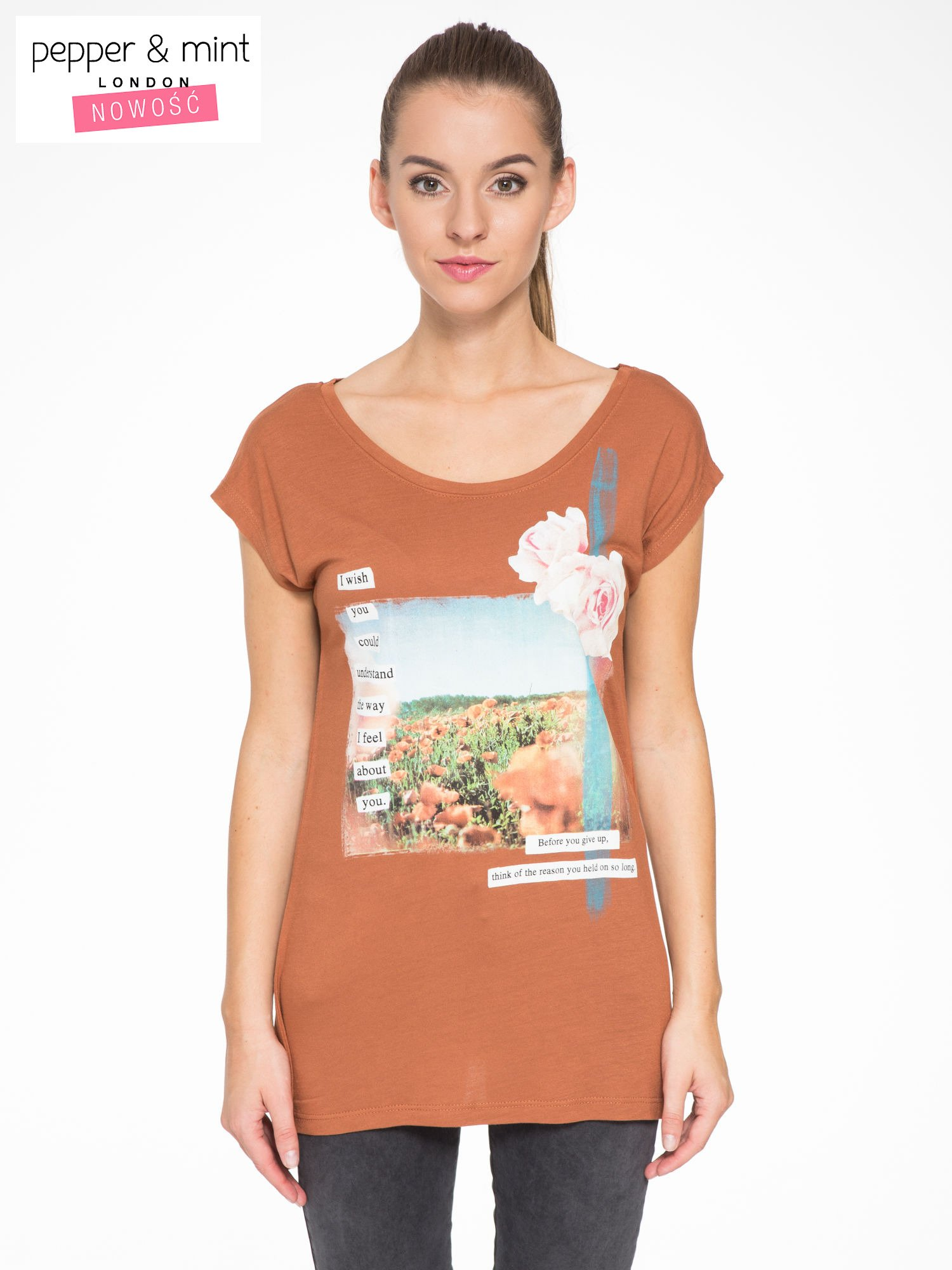 Brązowy t-shirt z nadrukiem w romantycznym stylu                                  zdj.                                  1