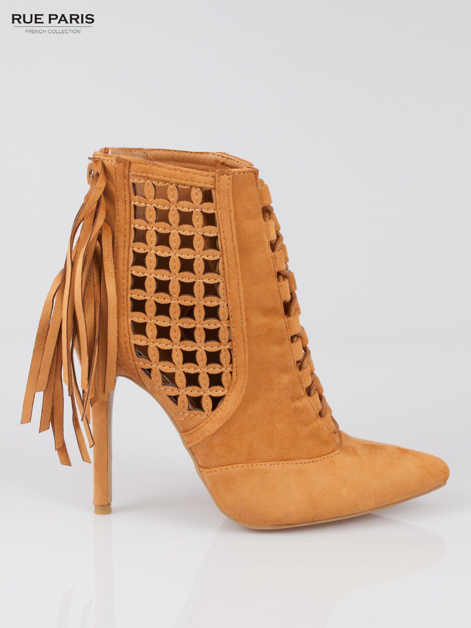 Camelowe ażurowe botki faux suede Florence z frędzlami                                  zdj.                                  2