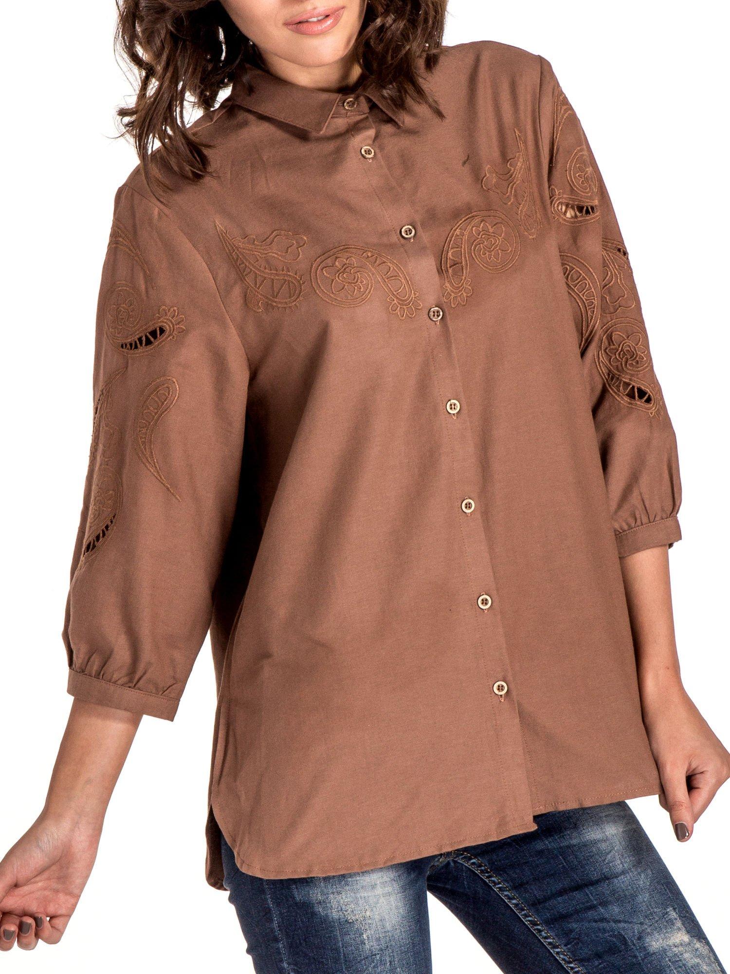 Ciemnobeżowa koszula z szerszymi rękawami                                  zdj.                                  4