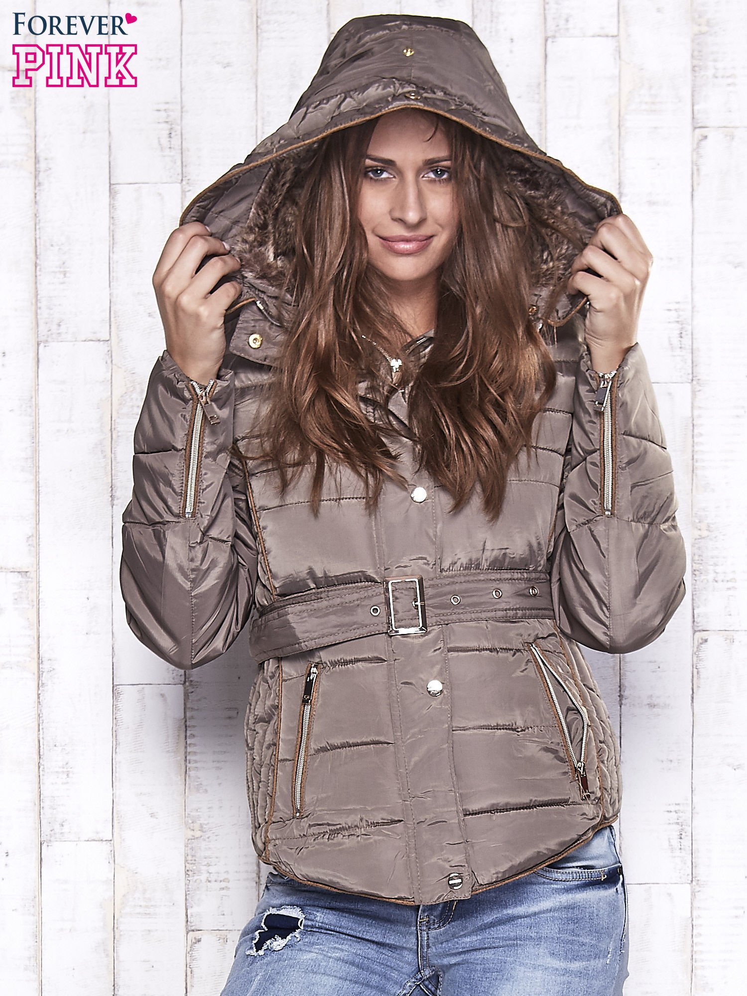 Ciemnobeżowa zimowa kurtka z futrzanym kapturem i paskiem                                  zdj.                                  4