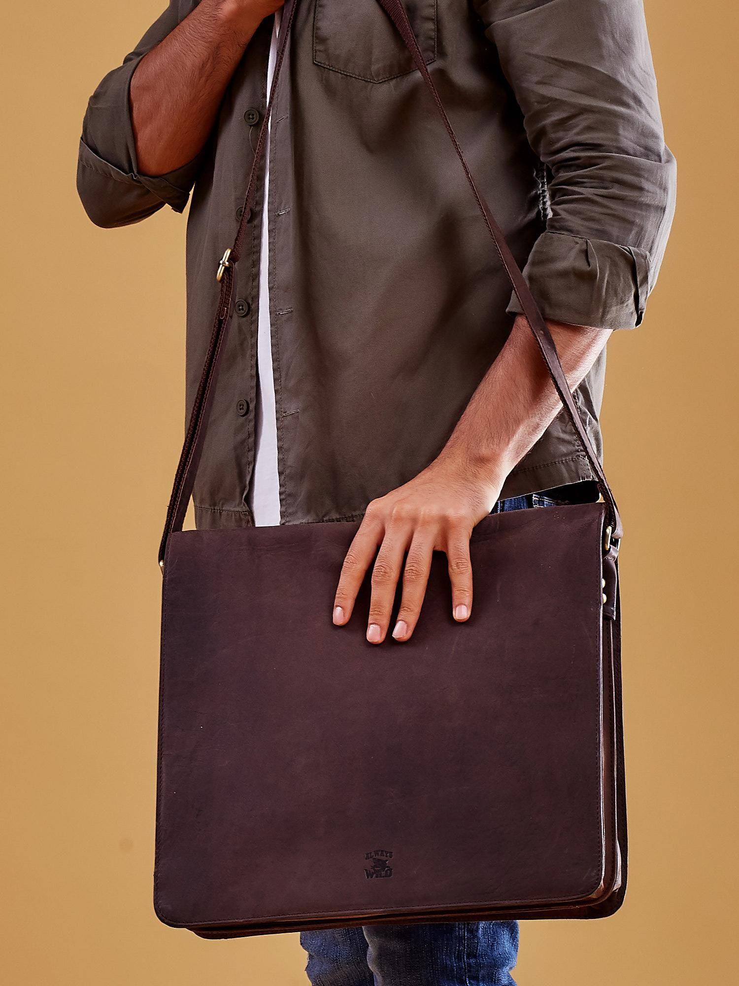 78791d624d583 Ciemnobrązowa torba męska na ramię ze skóry naturalnej - Mężczyźni ...