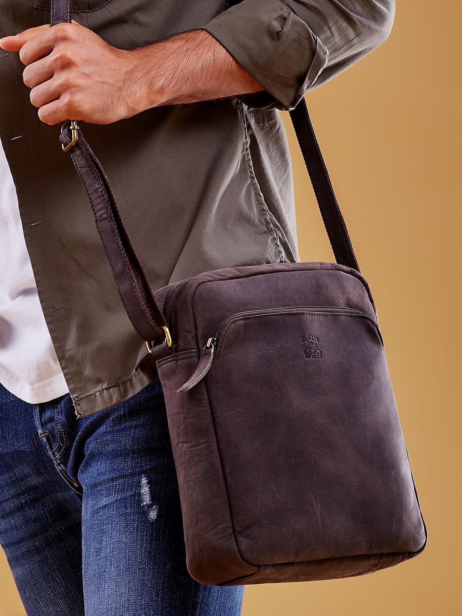 79c288e1af4a6 Ciemnobrązowa torba męska skórzana na ramię - Mężczyźni Torba męska - sklep  eButik.pl