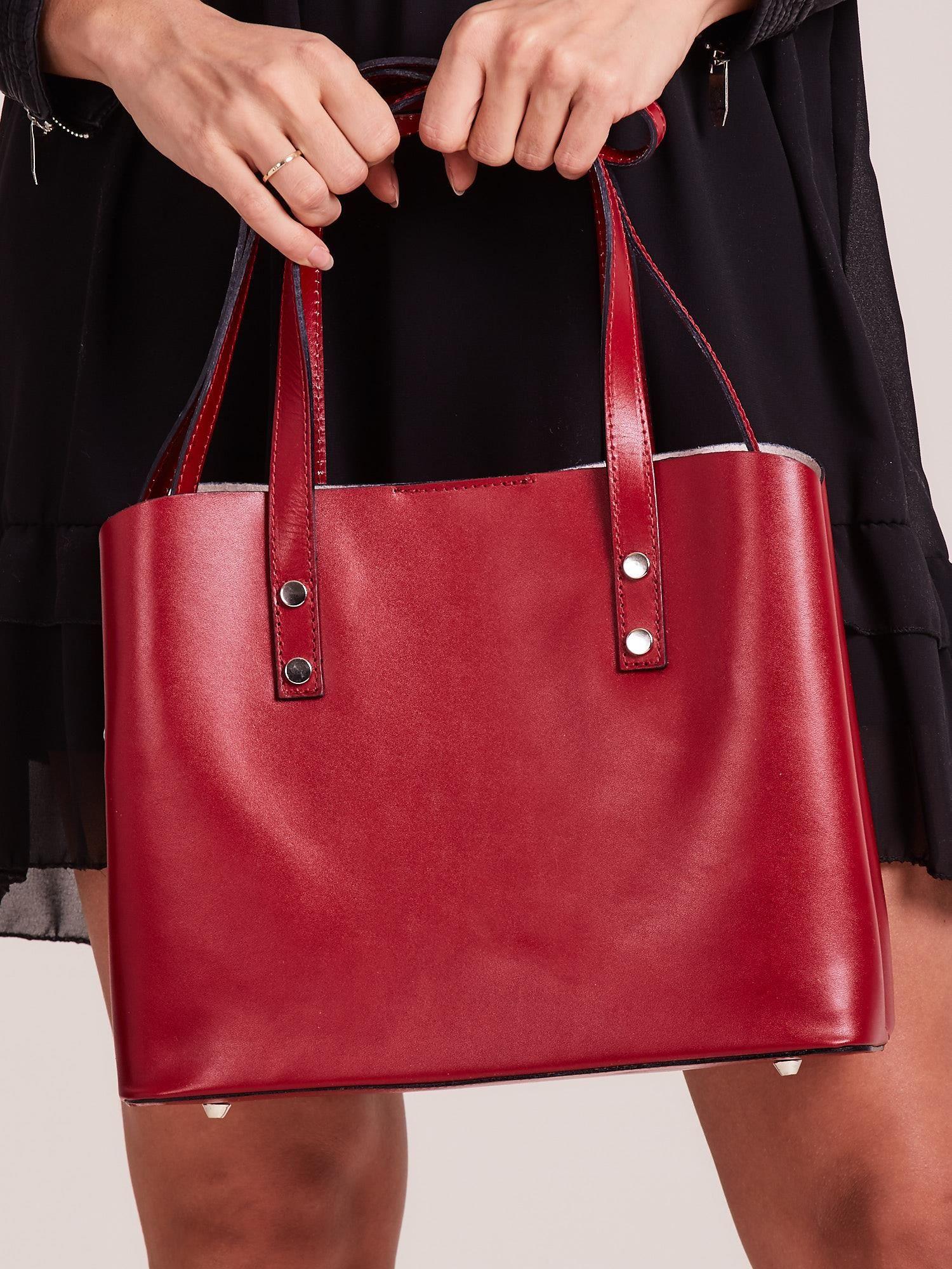 e7b16660bf711 Czerwona skórzana torebka do ręki z paskiem - Akcesoria torba ...