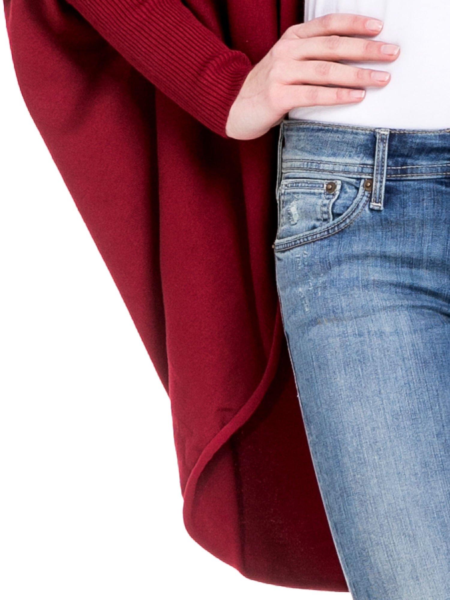 Ciemnoczerwony sweter narzutka z nietoperzowymi rękawami                                  zdj.                                  4