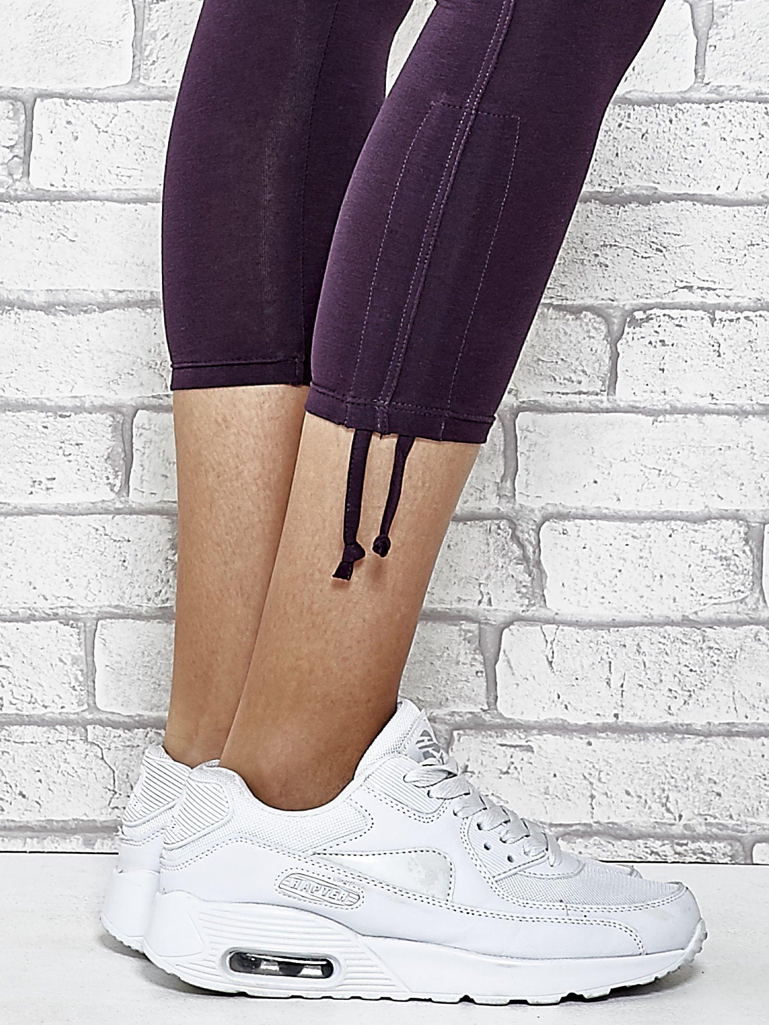 Ciemnofioletowe legginsy sportowe 7/8 z wiązaniem                                  zdj.                                  6