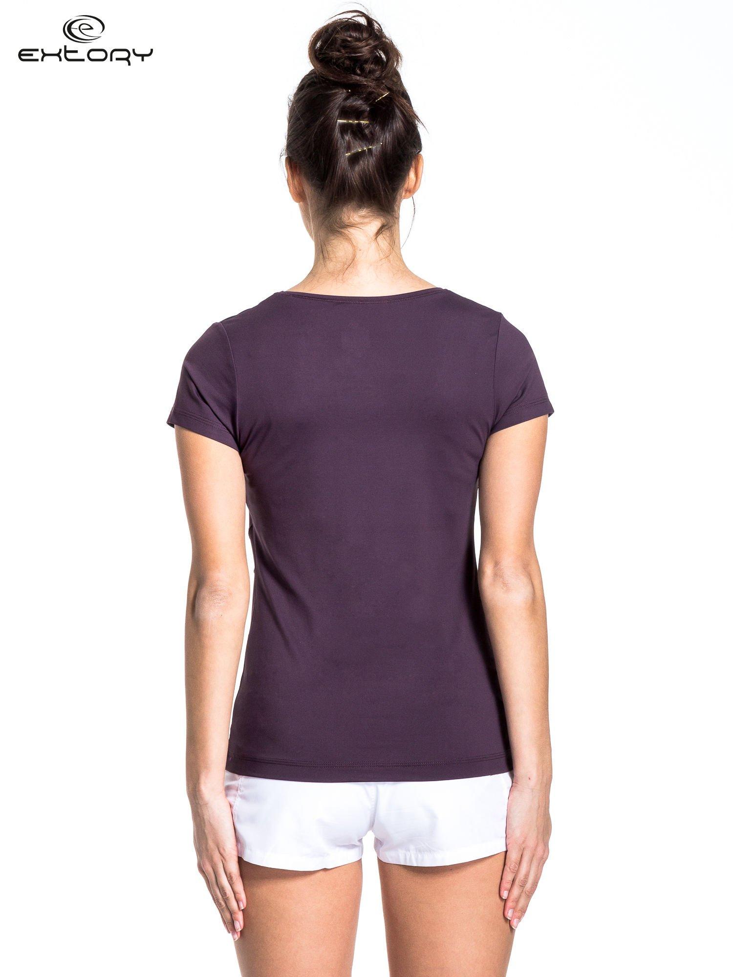 Ciemnofioletowy t-shirt sportowy basic                                  zdj.                                  2