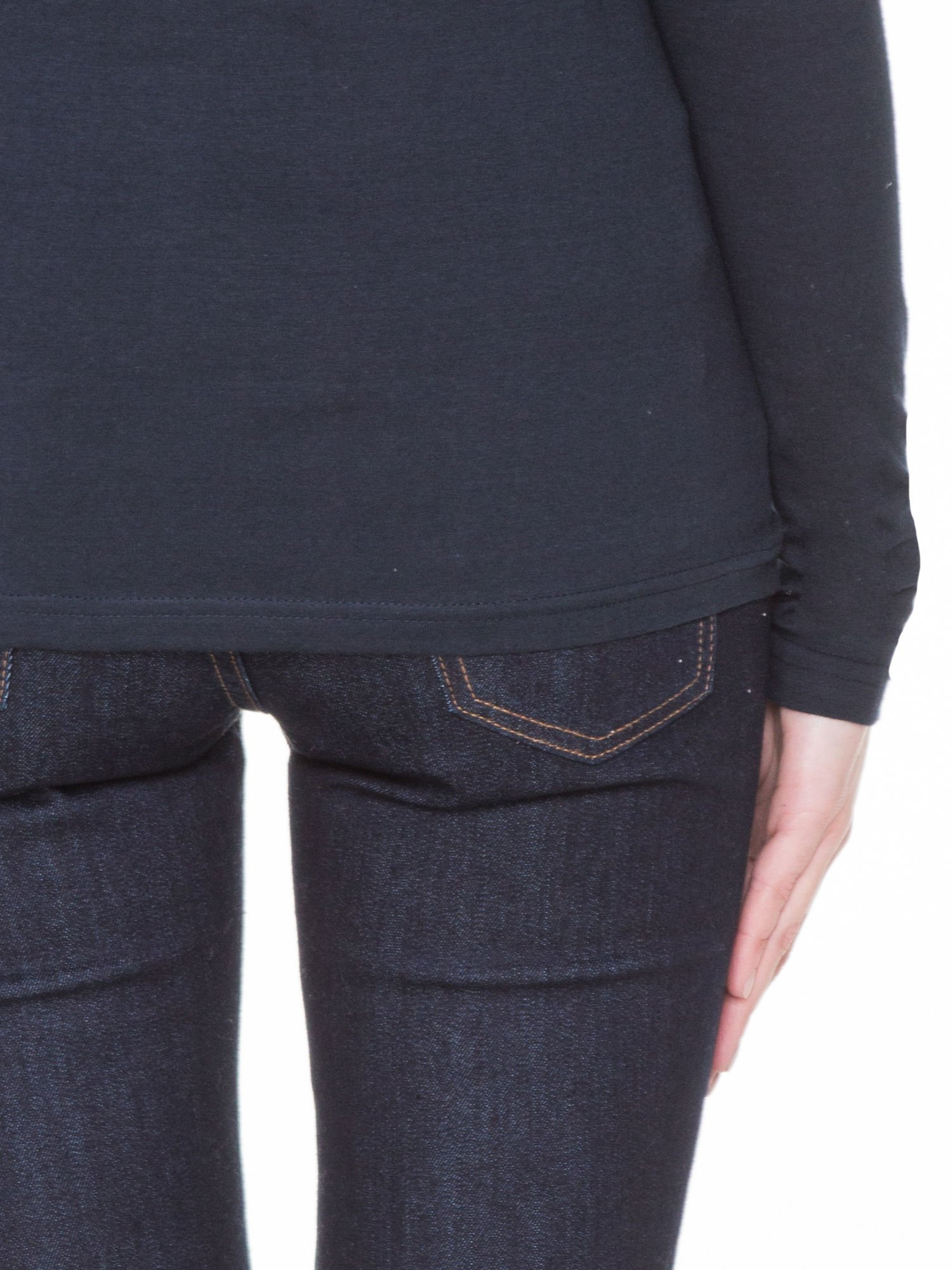 Ciemnogranatowa gładka bluzka z reglanowymi rękawami                                  zdj.                                  8