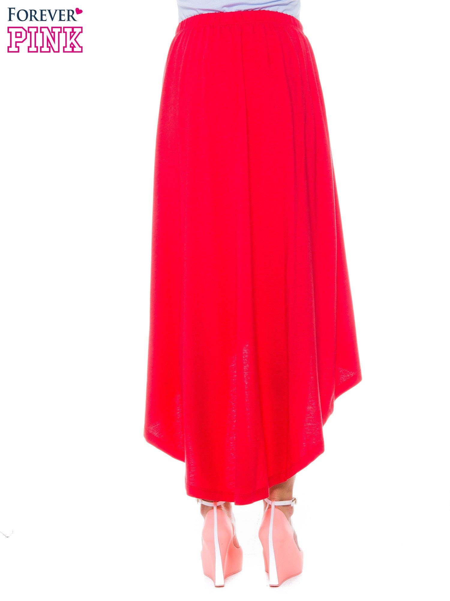 Ciemnokoralowa zwiewna spódnica z dłuższym tyłem                                  zdj.                                  3