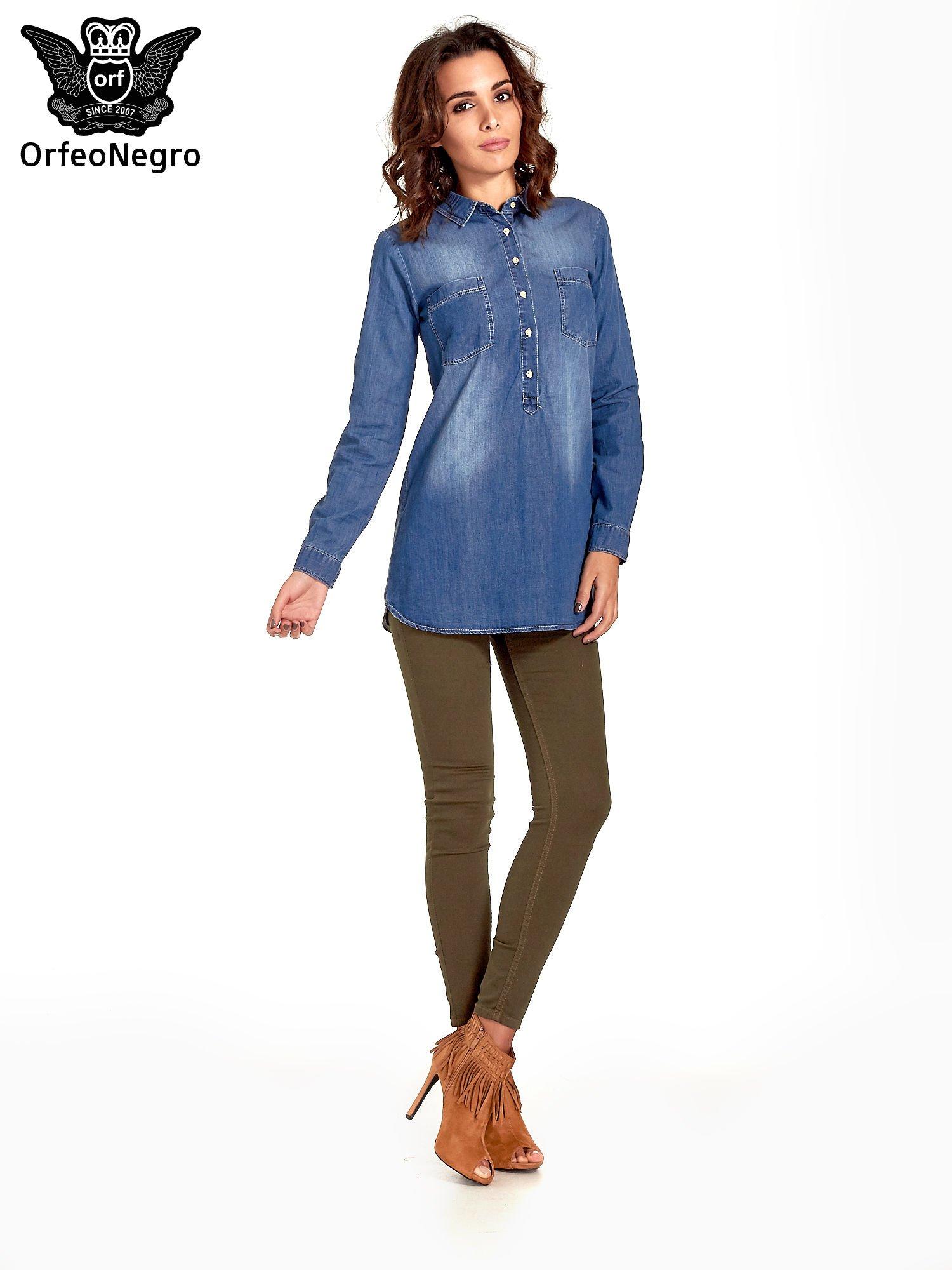 Ciemnoniebieska jeansowa długa koszula z kieszeniami                                  zdj.                                  5