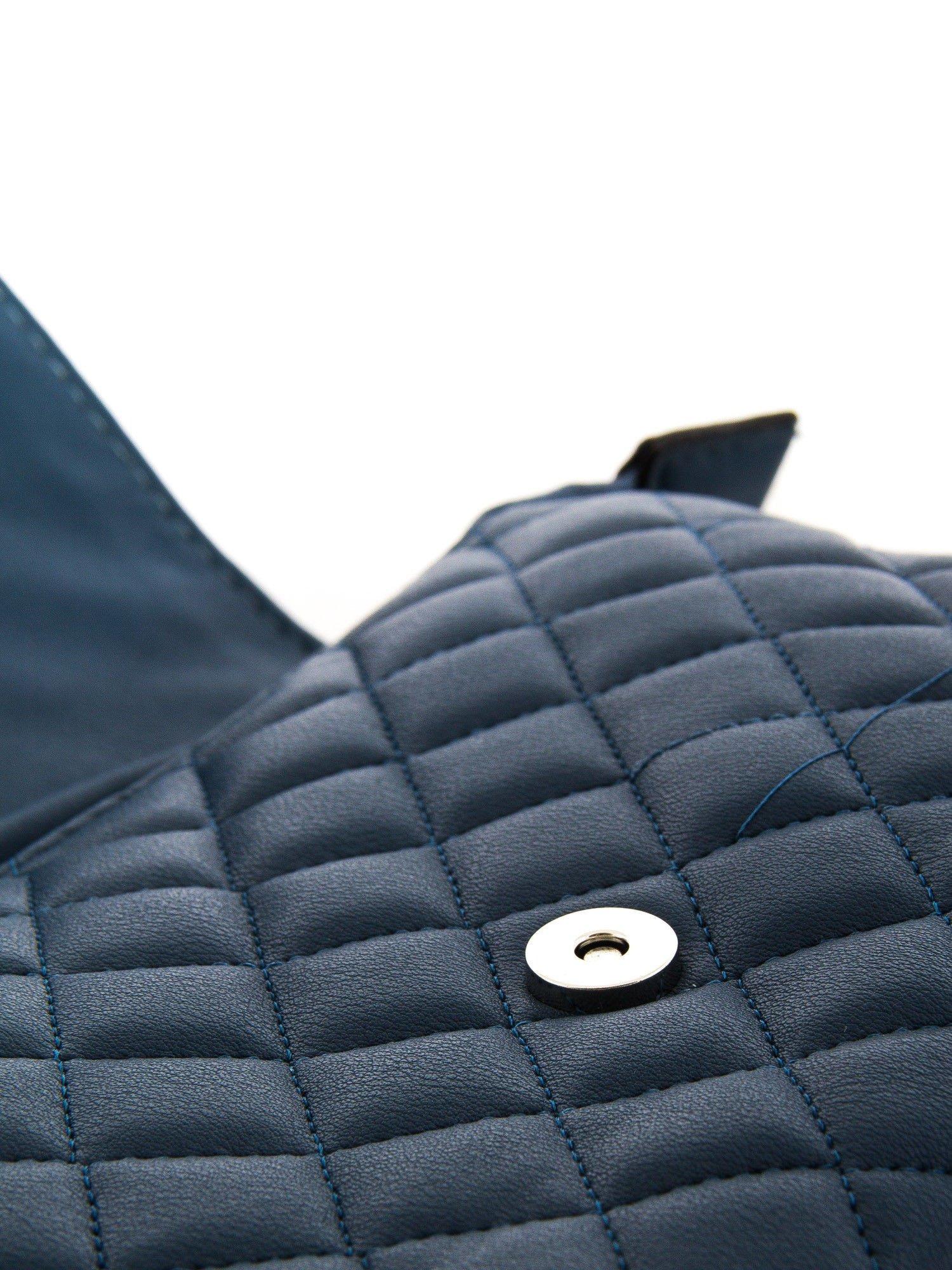 Ciemnoniebieska pikowana torba typu listonoszka                                  zdj.                                  4