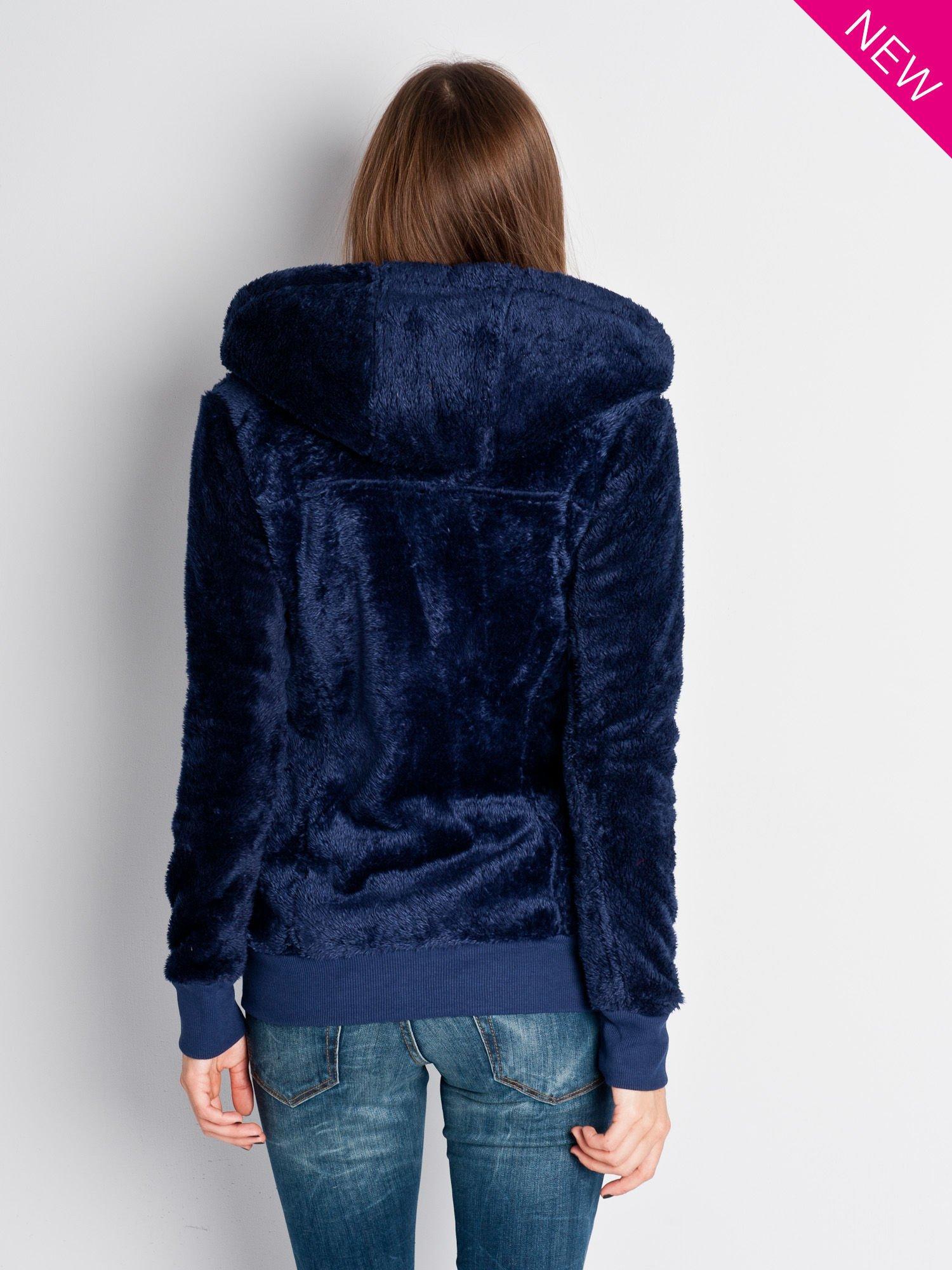 Ciemnoniebieska włochata bluza z kapturem i suwakami                                  zdj.                                  2