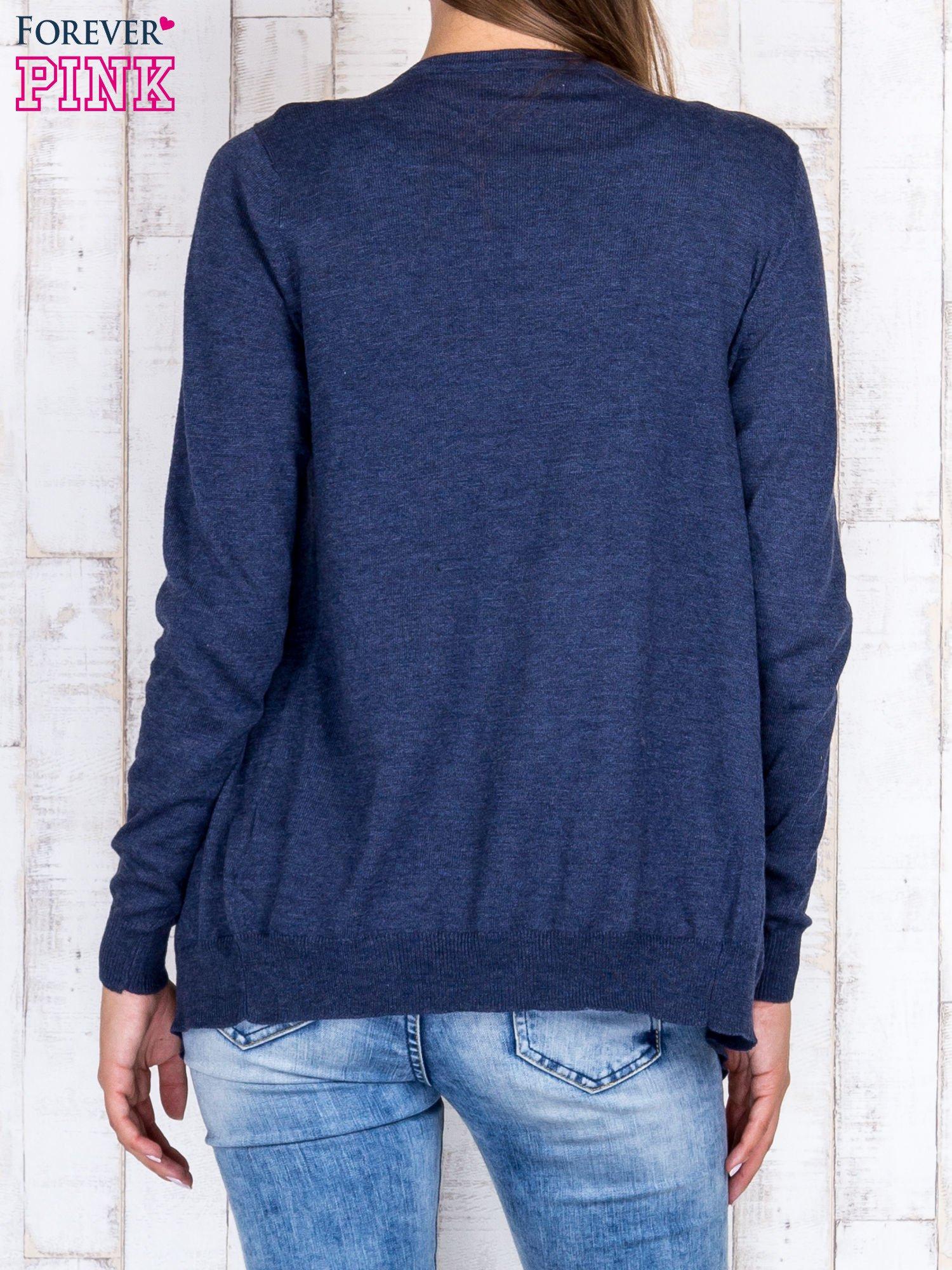 Ciemnoniebieski niezapinany sweter z melanżowym efektem                                  zdj.                                  4