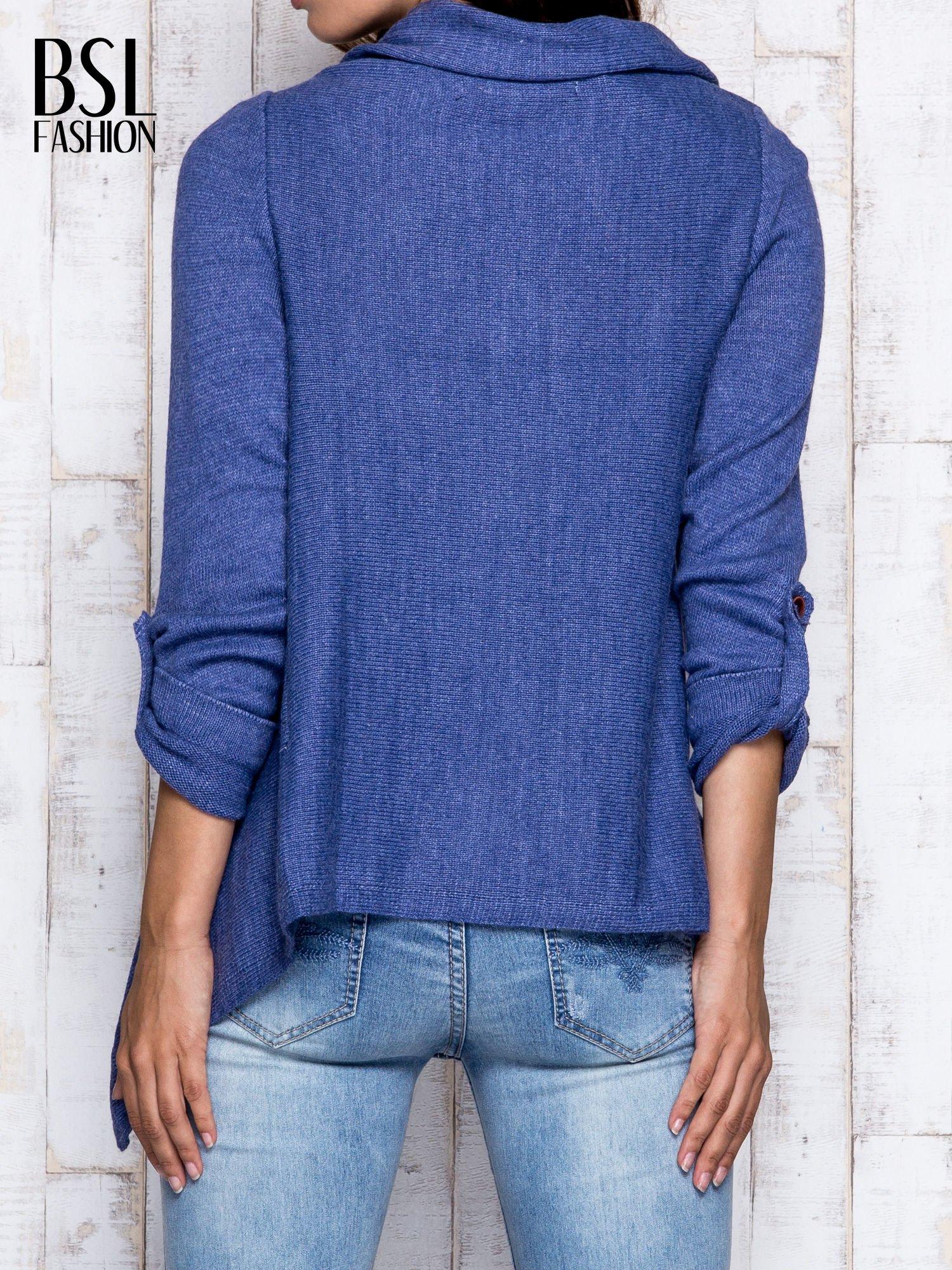 Ciemnoniebieski otwarty sweter z podwijanymi rękawami                                  zdj.                                  2