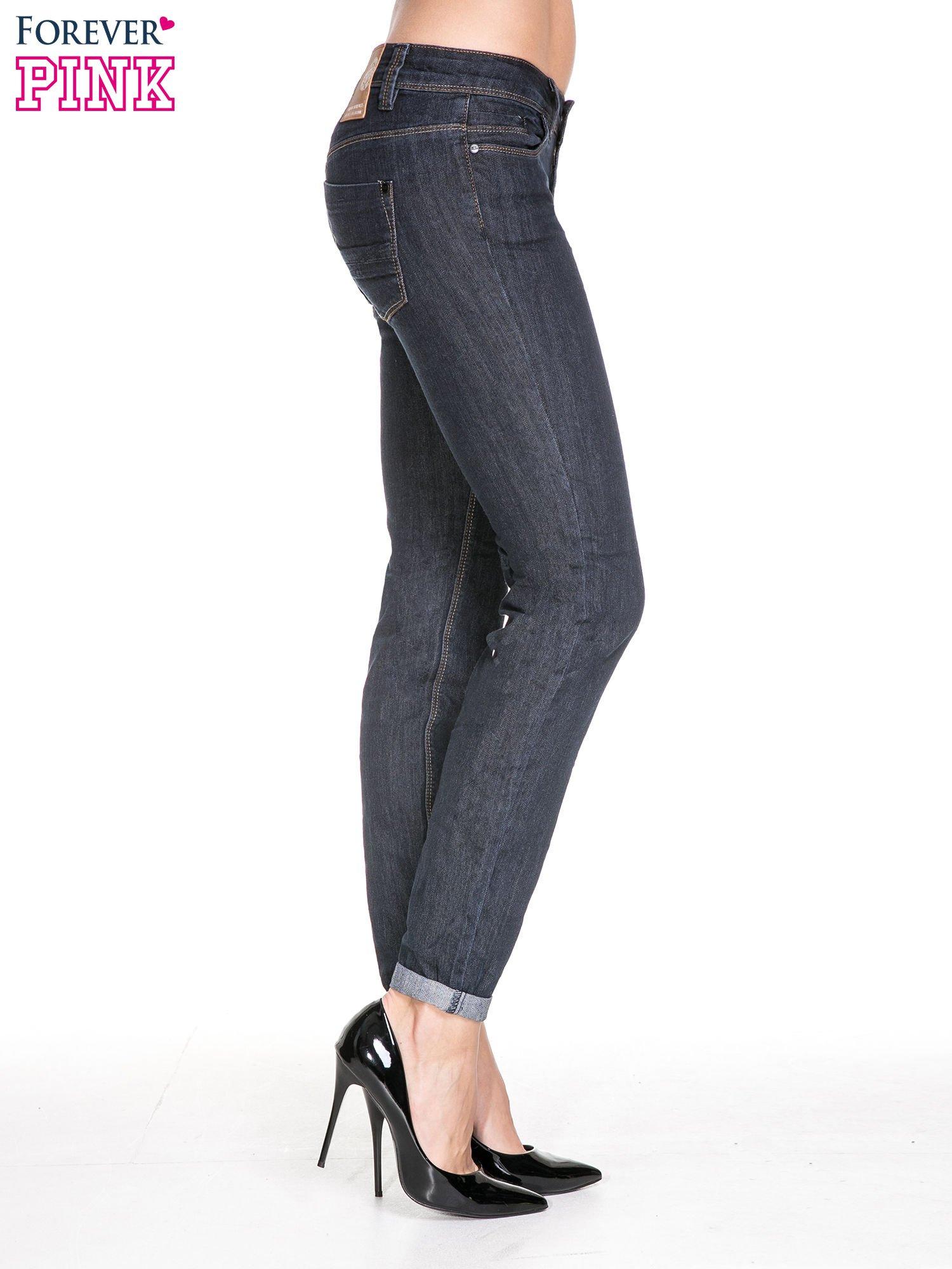 Ciemnoniebieskie klasyczne spodnie jeansowe rurki                                  zdj.                                  3