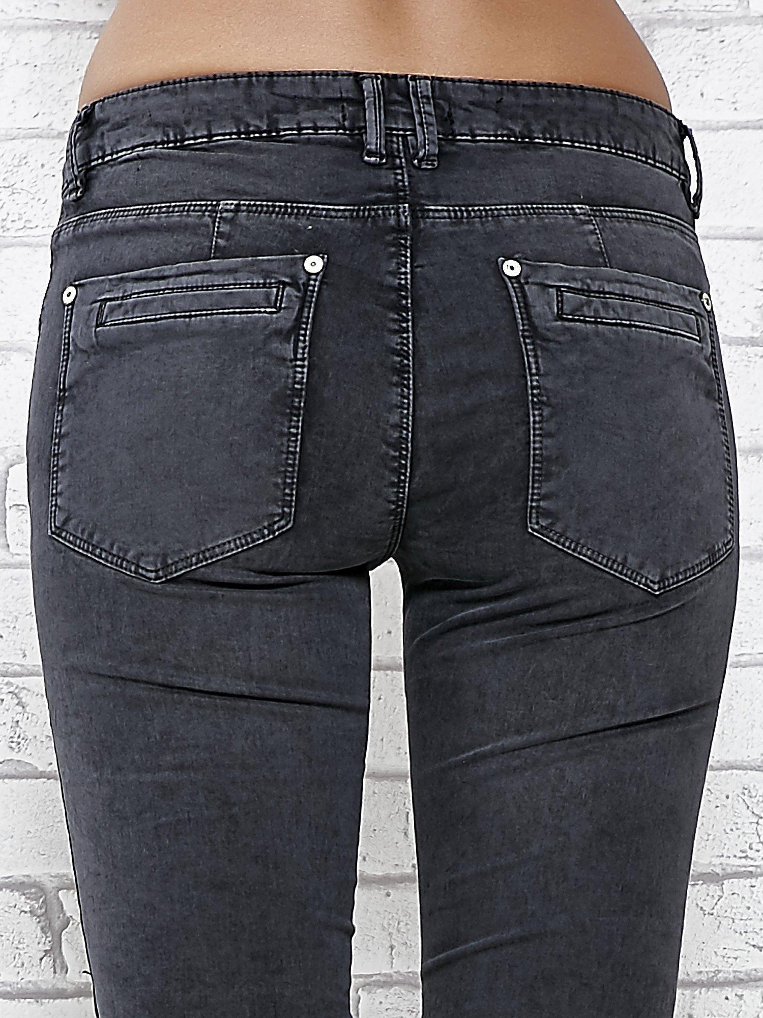 Ciemnoniebieskie skinny jeans z przeszyciami i suwakami                                  zdj.                                  6